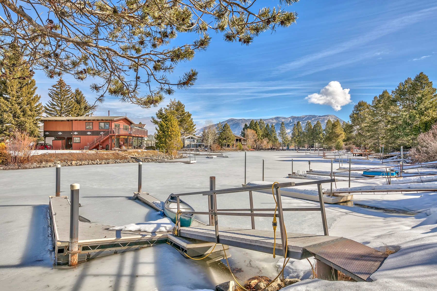 Additional photo for property listing at 1853 Venice Drive, South Lake Tahoe, CA 96150 1853 Venice Drive South Lake Tahoe, California 96150 Estados Unidos