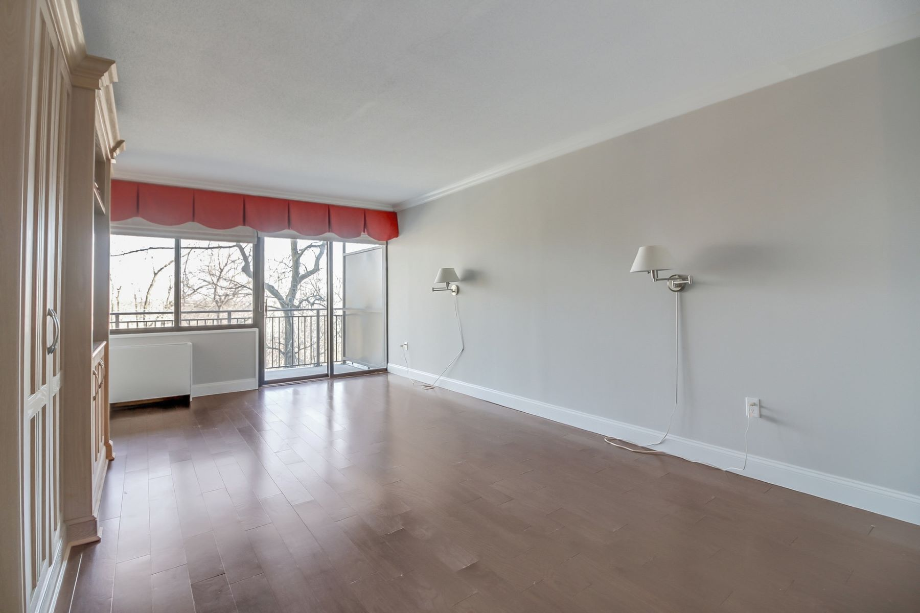Additional photo for property listing at  Fort Lee, New Jersey 07024 United States