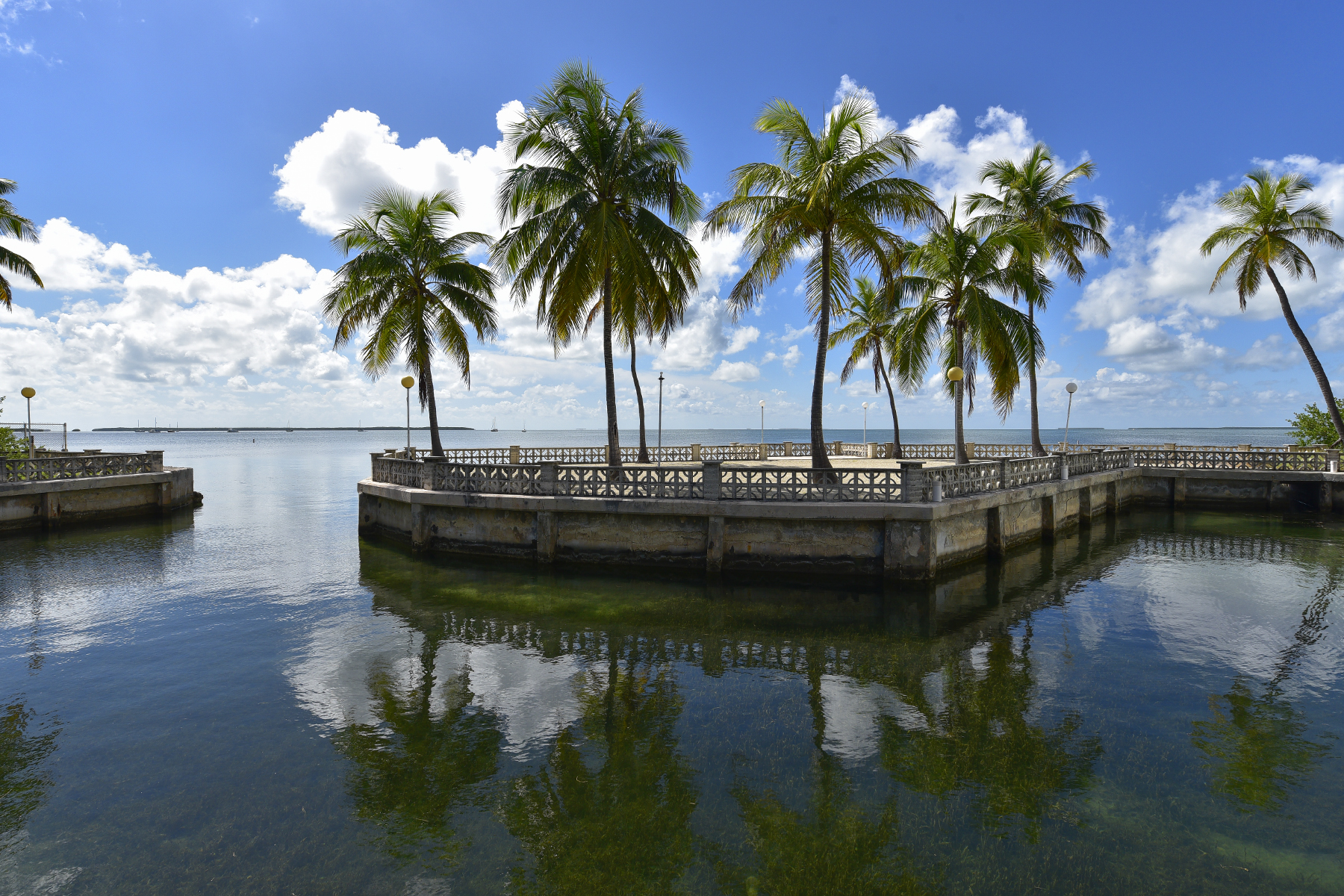 Additional photo for property listing at Timeless Classic Bayfront Estate 82698 Overseas Highway Islamorada, Florida 33036 Stati Uniti