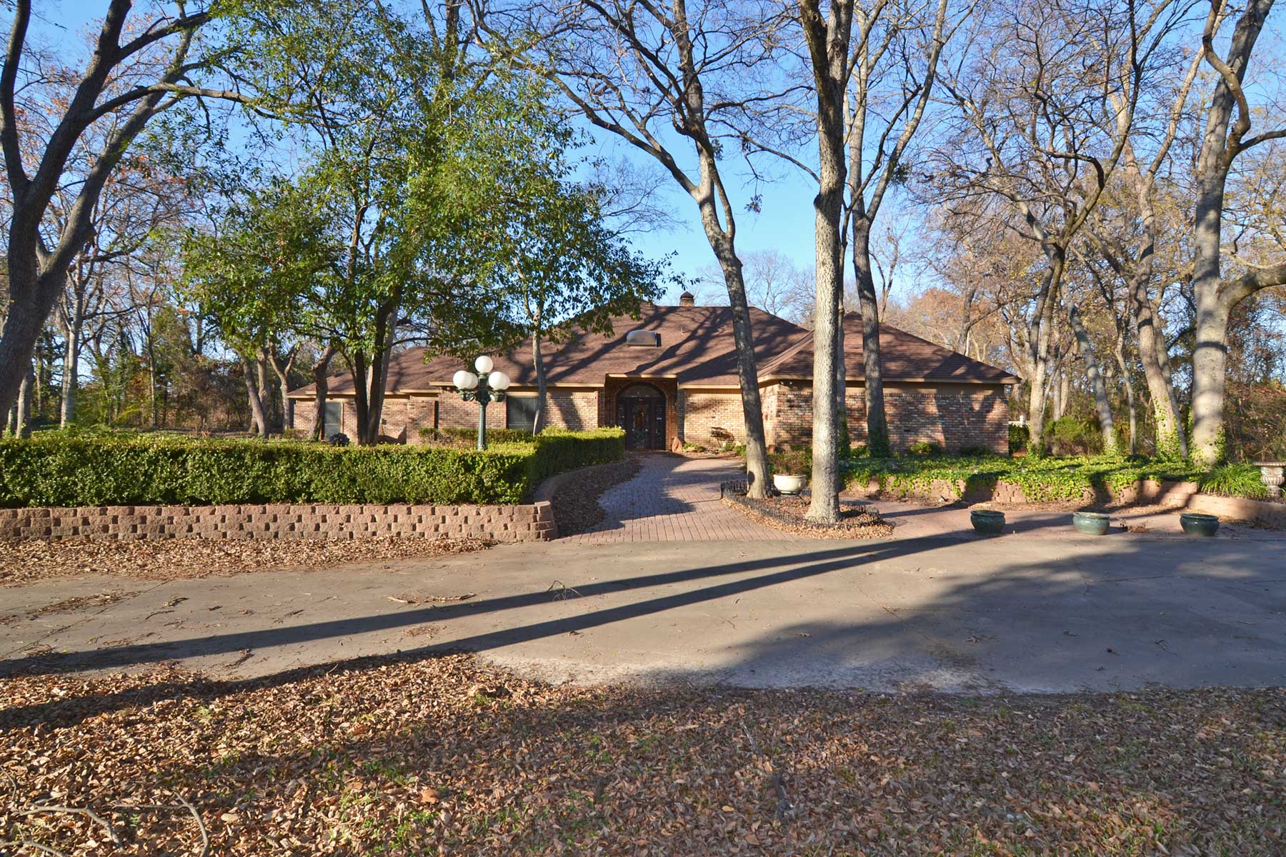 Single Family Home for Sale at Terrific Opportunity 2.4 acres with full workshop 619 Pecan Creek Drive Sunnyvale, Texas 75182 United States