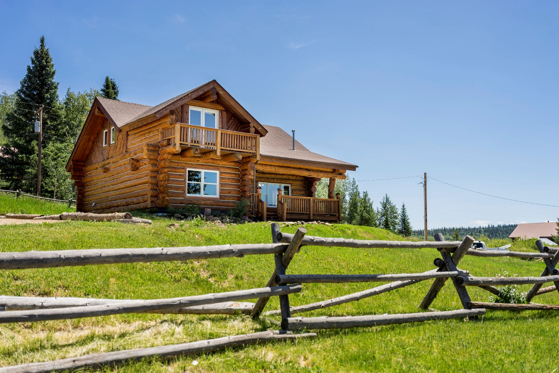 Single Family Homes 용 매매 에 Log Home with Lake Views 25615 Second Ave, Clark, 콜로라도 80428 미국
