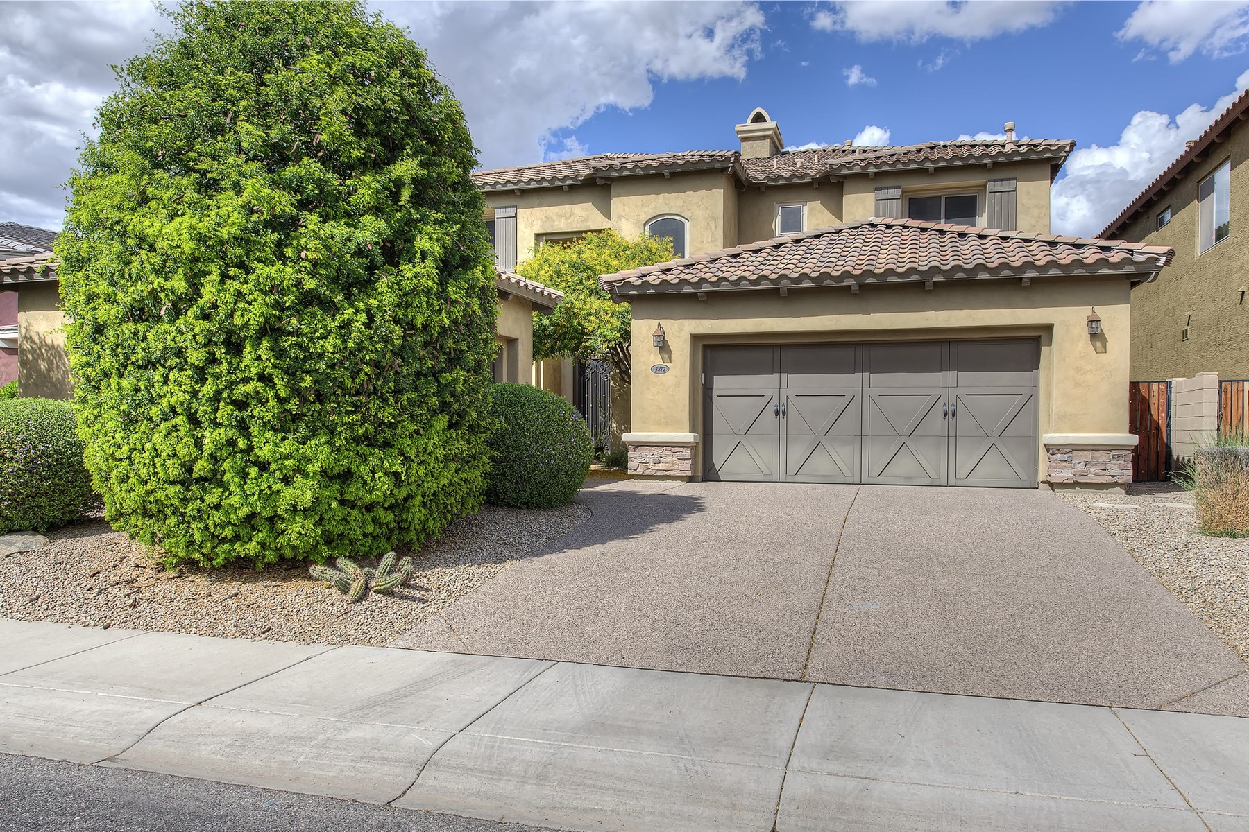 一戸建て のために 売買 アット Immaculately maintained large family home in desirable Desert Ridge 3812 E Daley Ln Phoenix, アリゾナ, 85050 アメリカ合衆国