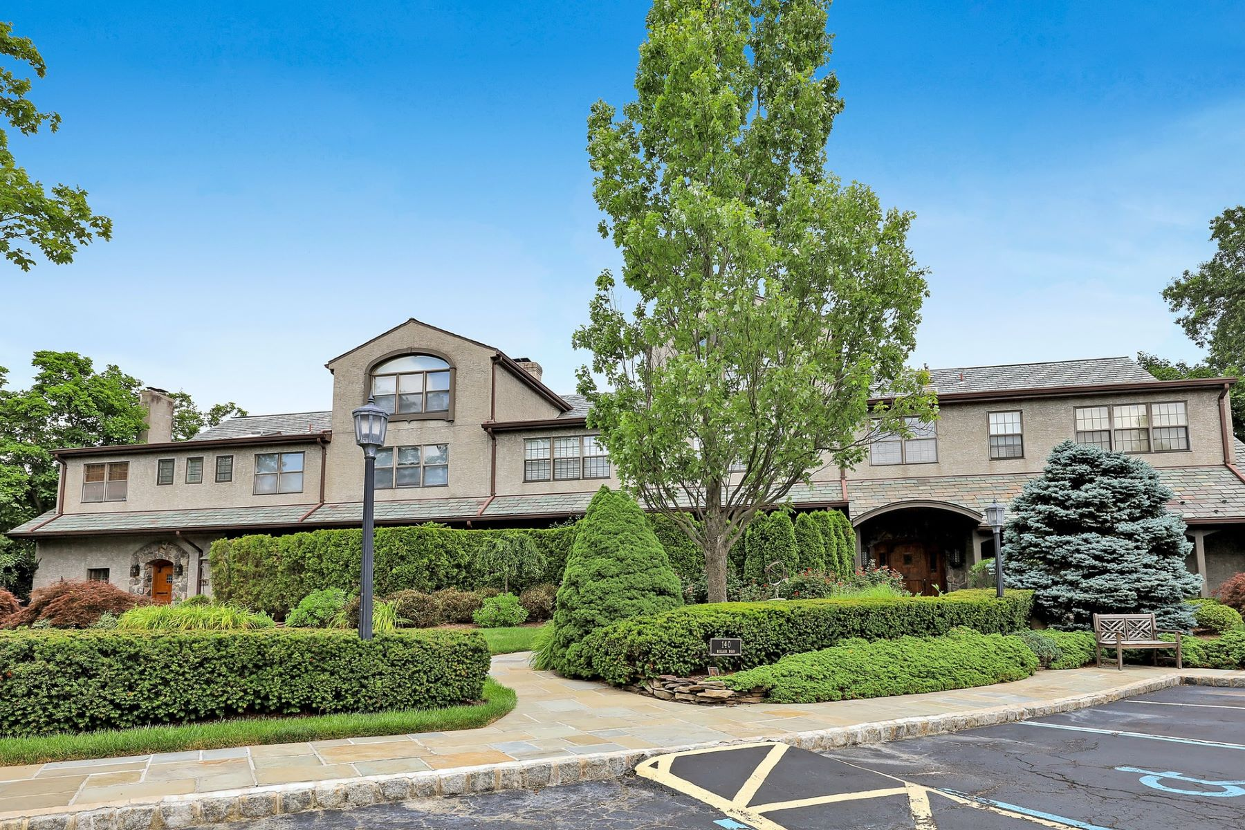 Condominiums for Active at 140 Bellair Rd P Ridgewood, New Jersey 07450 United States