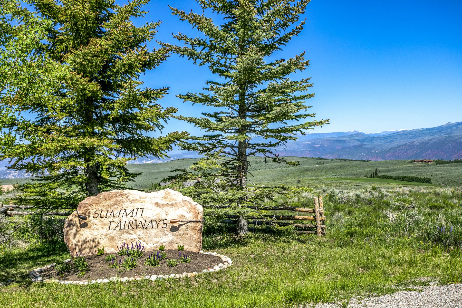 Land for Active at 360 degree views from this spectacular lot 33 Pine Marten Edwards, Colorado 81632 United States