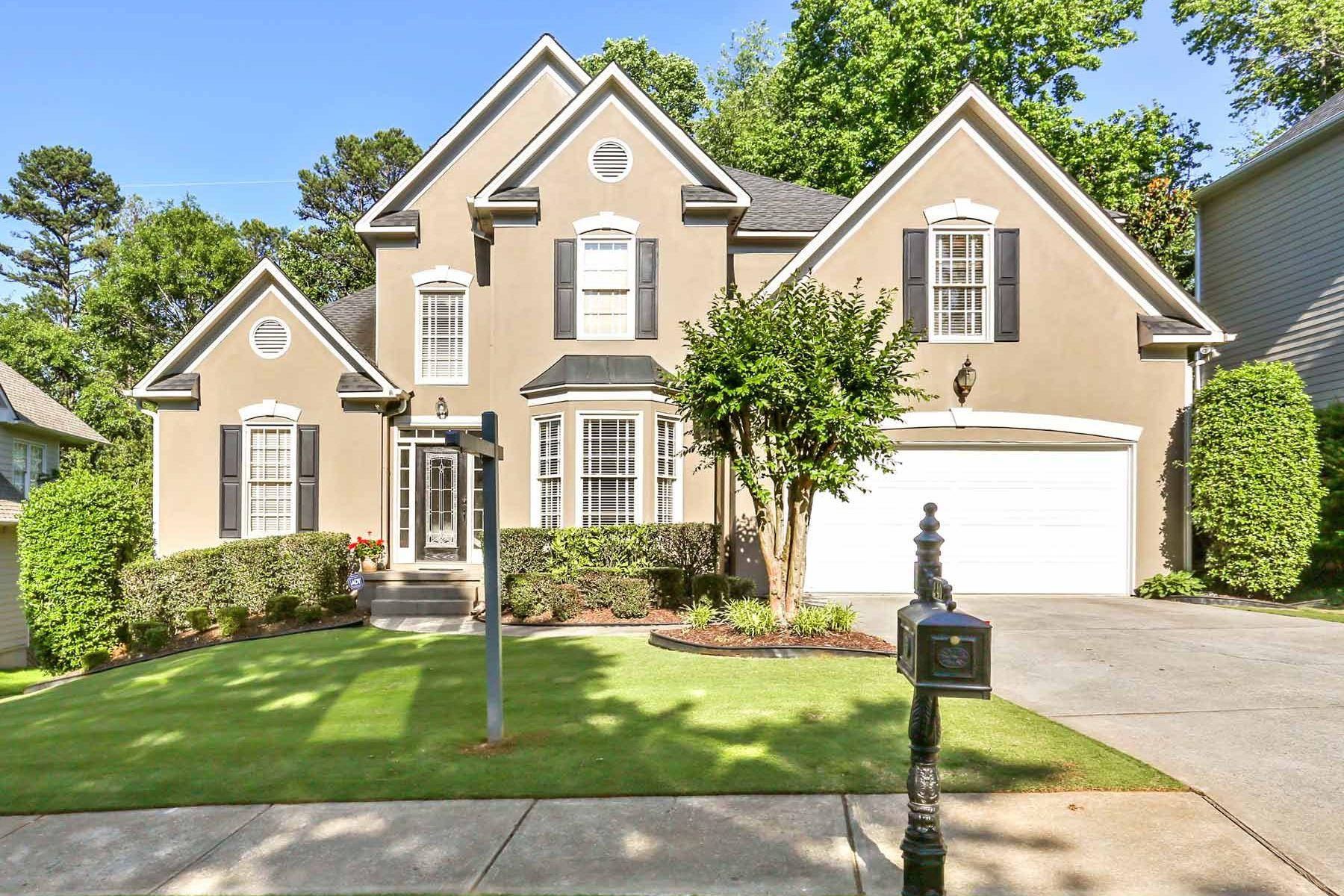 Moradia para Venda às Updated Home With Private Backyard 240 Park Creek Drive Alpharetta, Geórgia, 30005 Estados Unidos