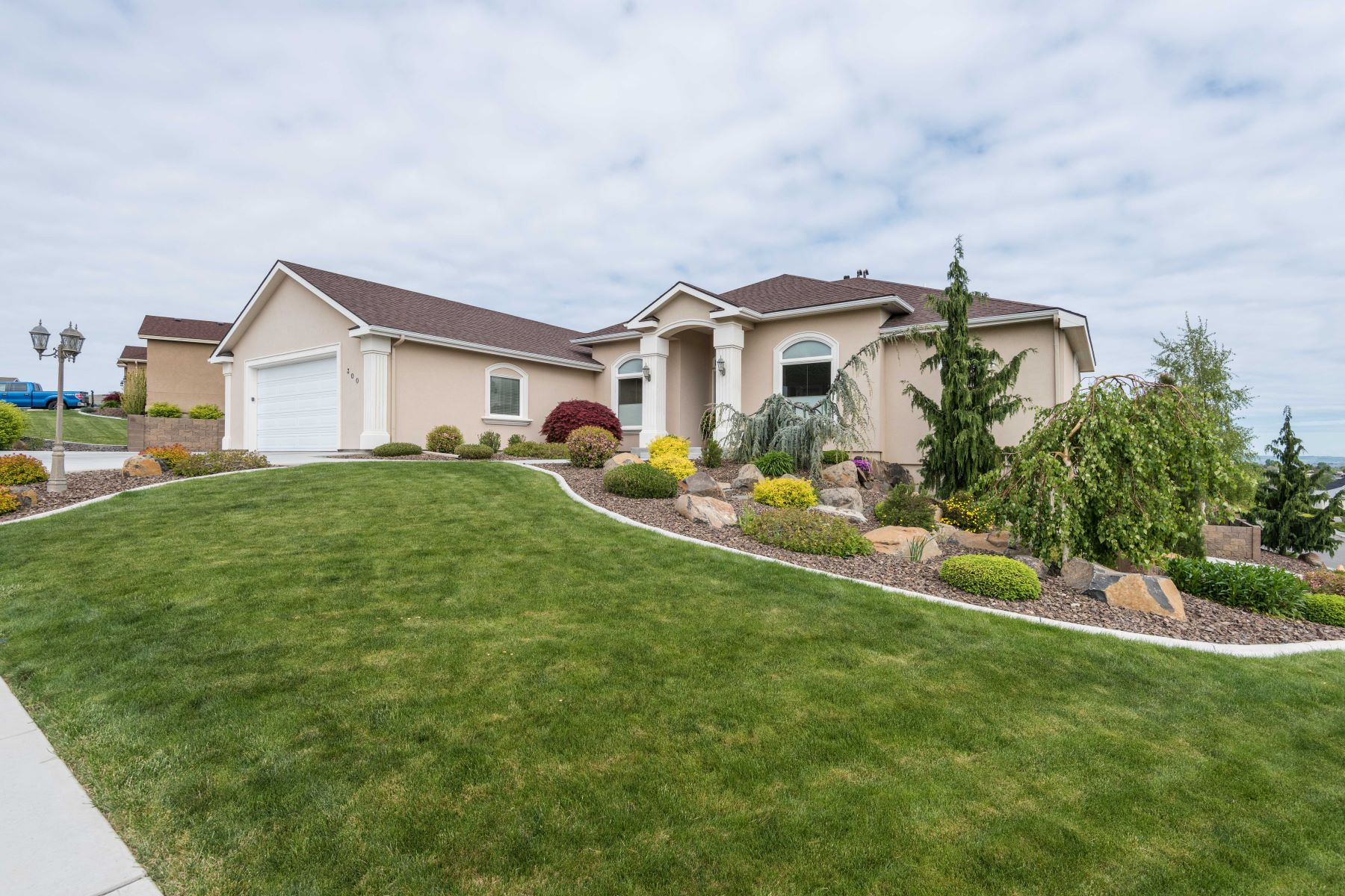 Single Family Home for Sale at Sky Meadows with View 300 Soaring Hawk St Richland, Washington 99352 United States