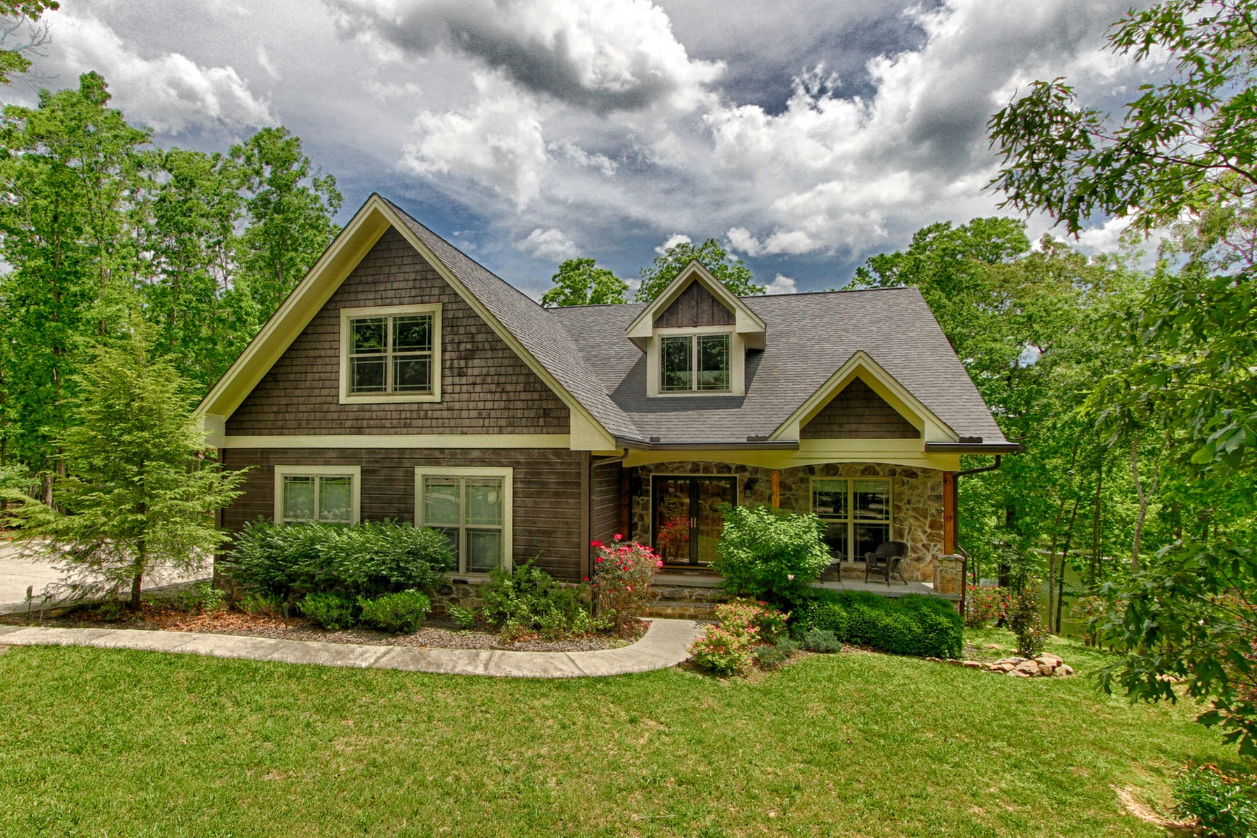 Single Family Home for Sale at The Perfect Home In The Perfect Location 308 Hemlock Lane Spencer, Tennessee 38585 United States