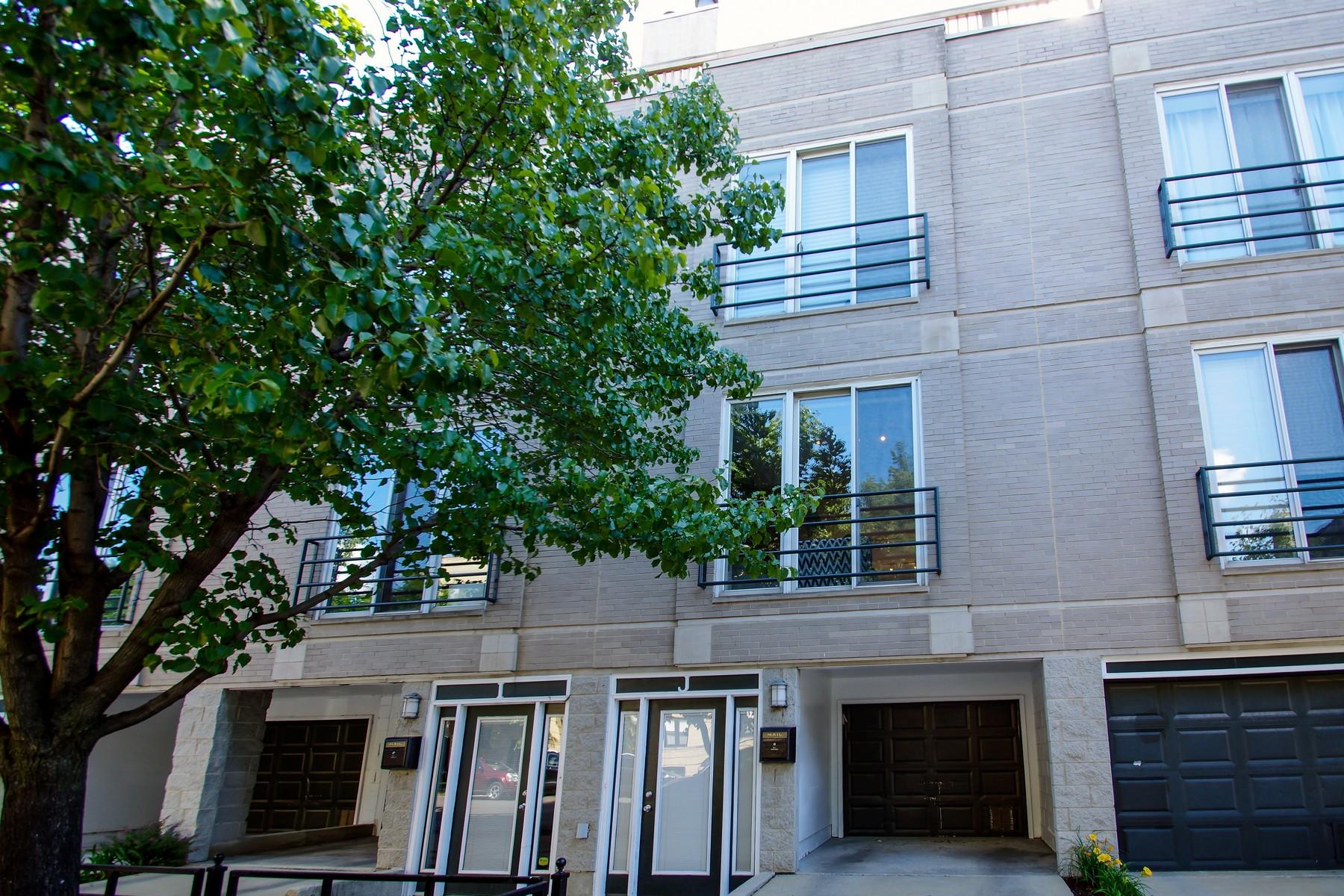 타운하우스 용 매매 에 Beautiful Brick Townhome 1157 W Newport Avenue Unit J Chicago, 일리노이즈, 60657 미국