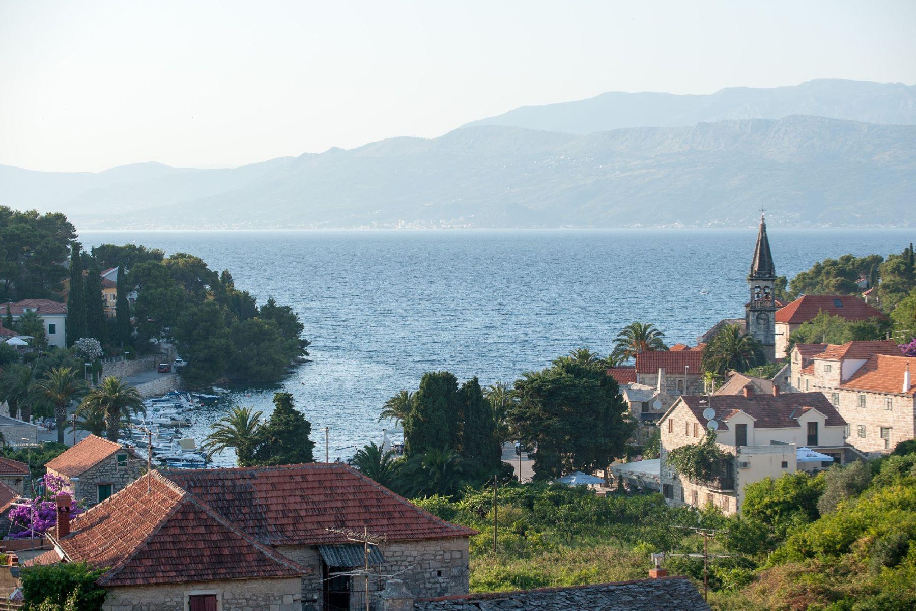 واحد منزل الأسرة للـ Sale في Villa Pietra Varoš VI. 8, Splitska, Other Split Dalmatia, Split Dalmatia, 21410 Croatia