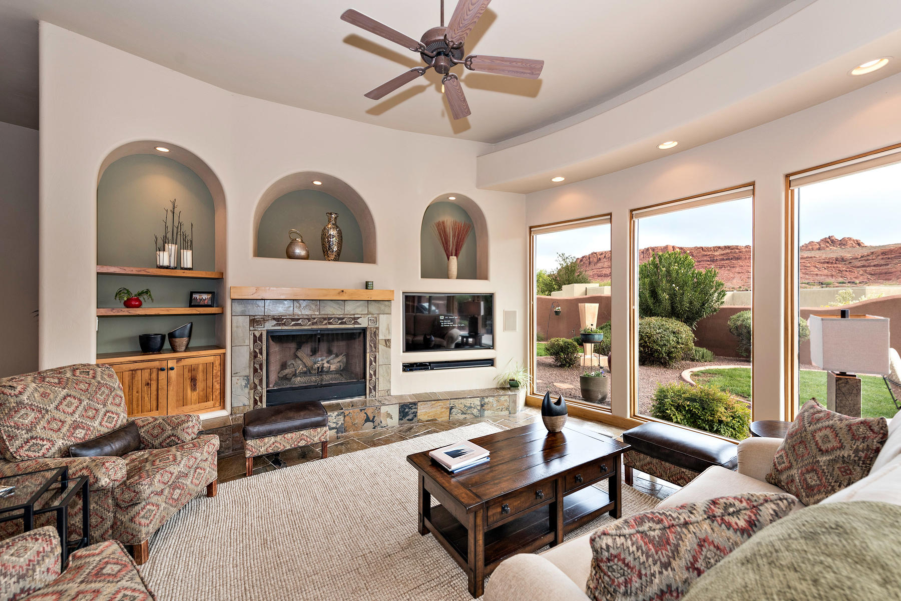 Additional photo for property listing at Movie Rock Views 2396 N Tavimaus Circle St. George, Utah 84770 United States
