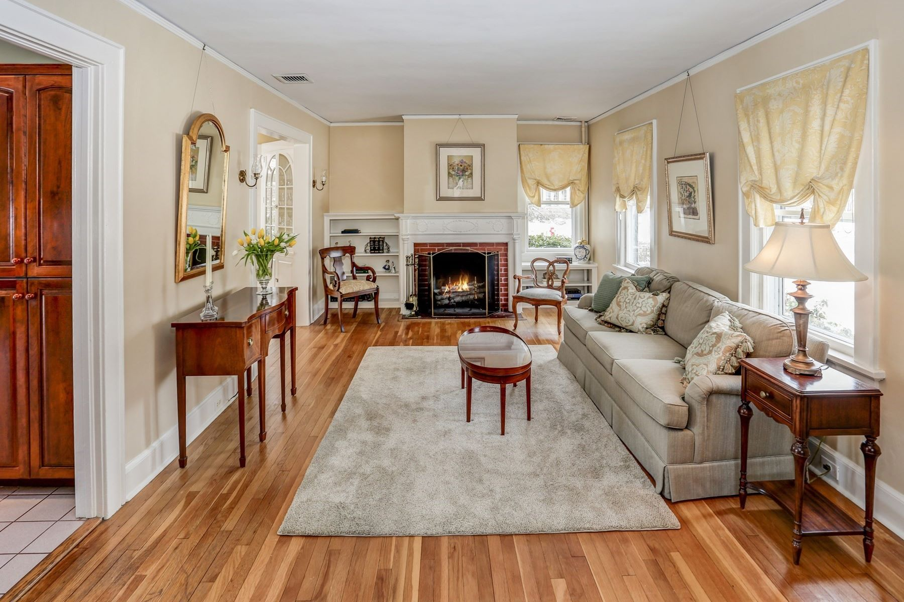 Additional photo for property listing at Charming Colonial 10 Farrelly Place Morristown, New Jersey 07960 United States