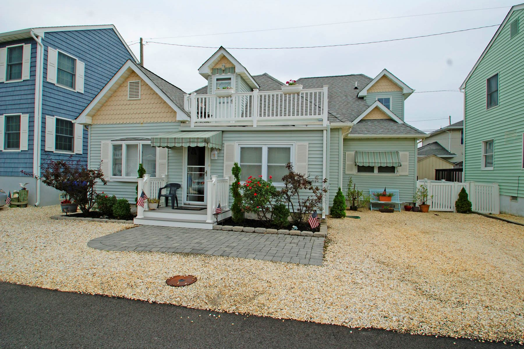 Single Family Homes pour l Vente à Lovely Home Perfect For Year Round Or Vacation Home 128 Marshmallow Road, Lavallette, New Jersey 08735 États-Unis