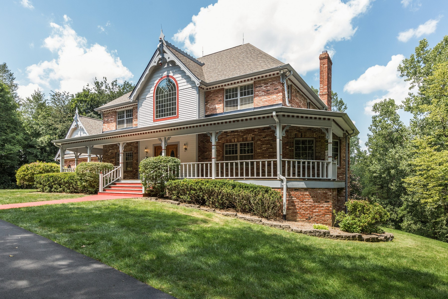 Villa per Vendita alle ore Exquisite Victorian Home 7418 W 96th Street Zionsville, Indiana, 46077 Stati Uniti