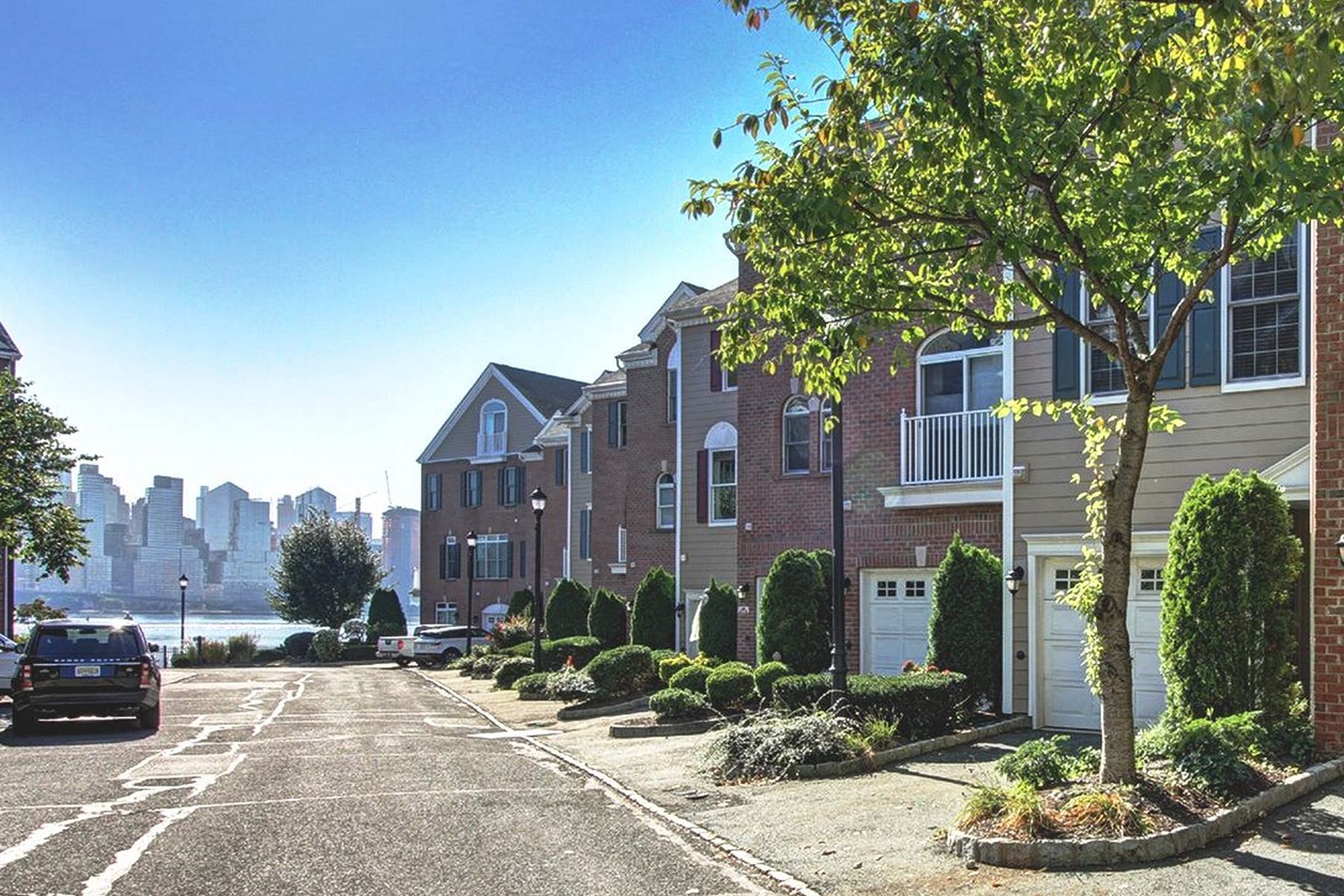 Additional photo for property listing at Jacob's Ferry 432 Albany Court West New York, 뉴저지 07093 미국