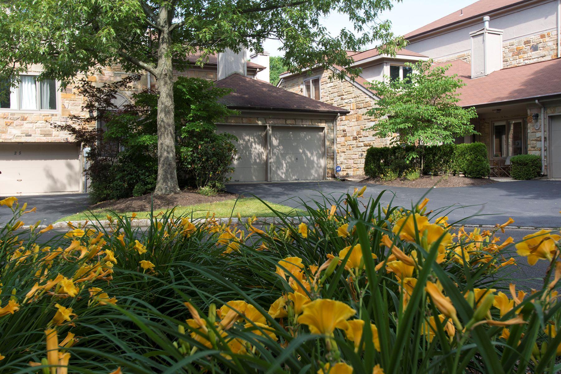 Property pour l Vente à Woodmont Townhome Is Wonderfully Tucked Away 23 Morton Court, Lawrenceville, New Jersey 08648 États-Unis