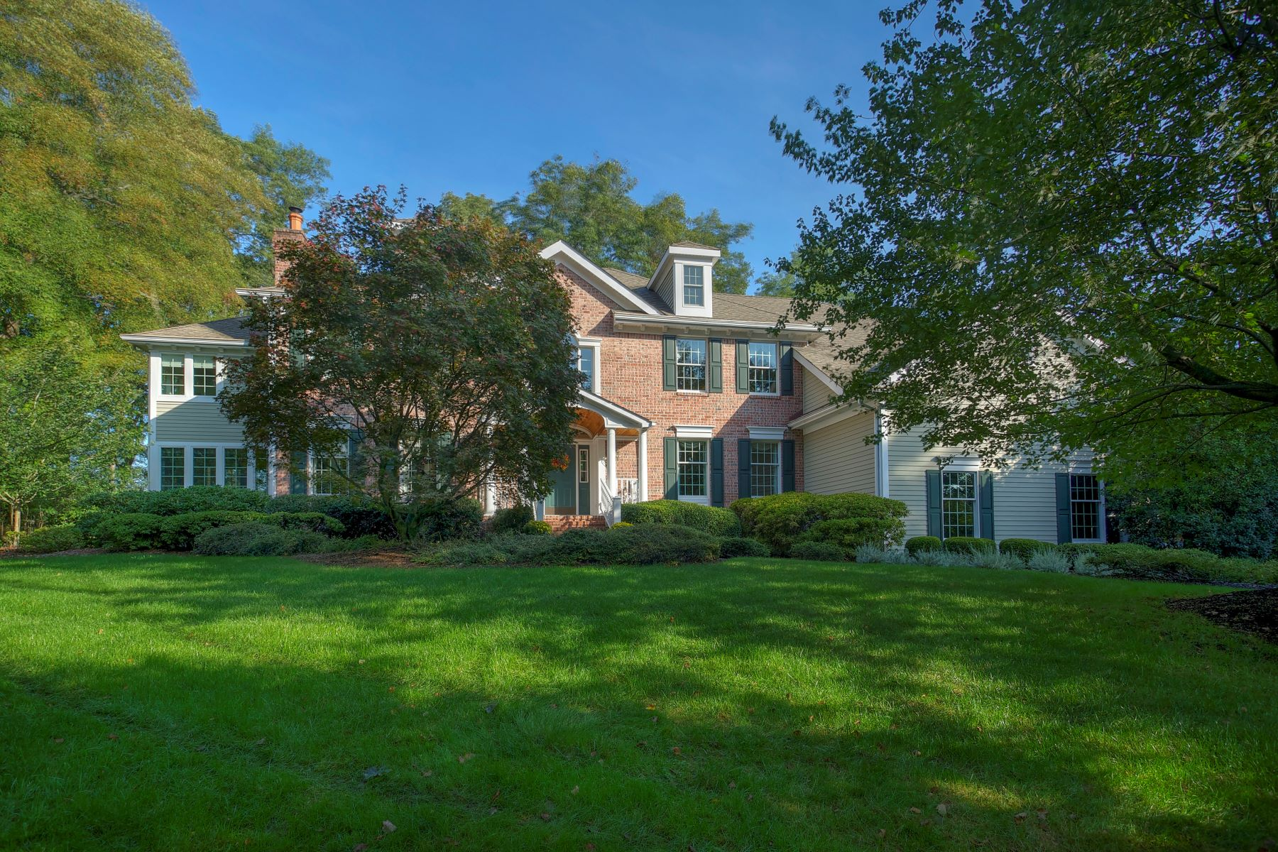 Maison unifamiliale pour l Vente à Exceptional Value in Premier Location 94 Emily Road Basking Ridge, New Jersey 07920 États-Unis