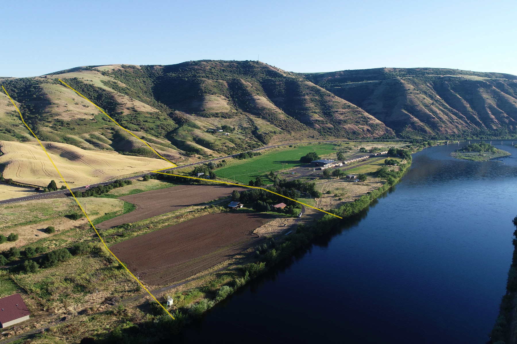 Single Family Homes pour l Vente à Clearwater River 23699 Spalding Mill Road Lapwai, Idaho 83540 États-Unis