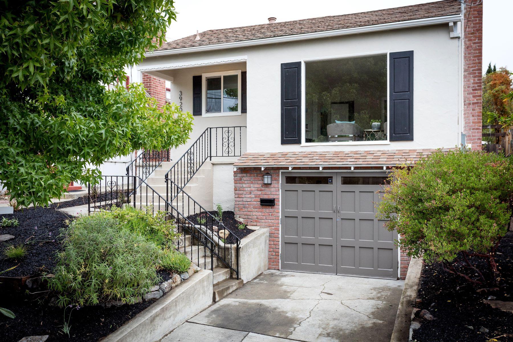Maison unifamiliale pour l Vente à Upper Dimond Traditional 3920 Coolidge Avenue Oakland, Californie, 94602 États-Unis