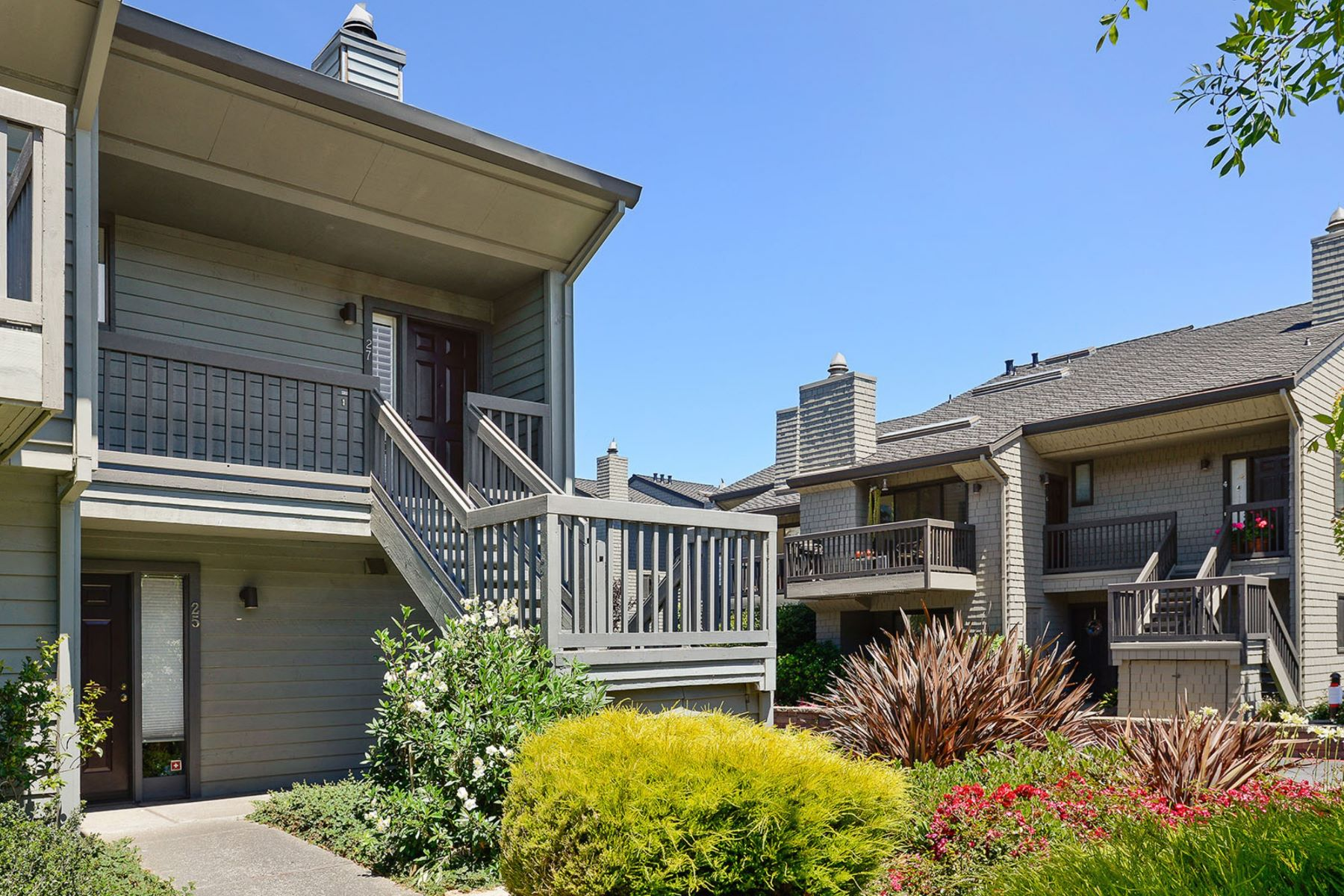 Additional photo for property listing at Sophistication and Location - Exceptional Sausalito Townhome 27 W Harbor Drive Sausalito, California 94965 United States
