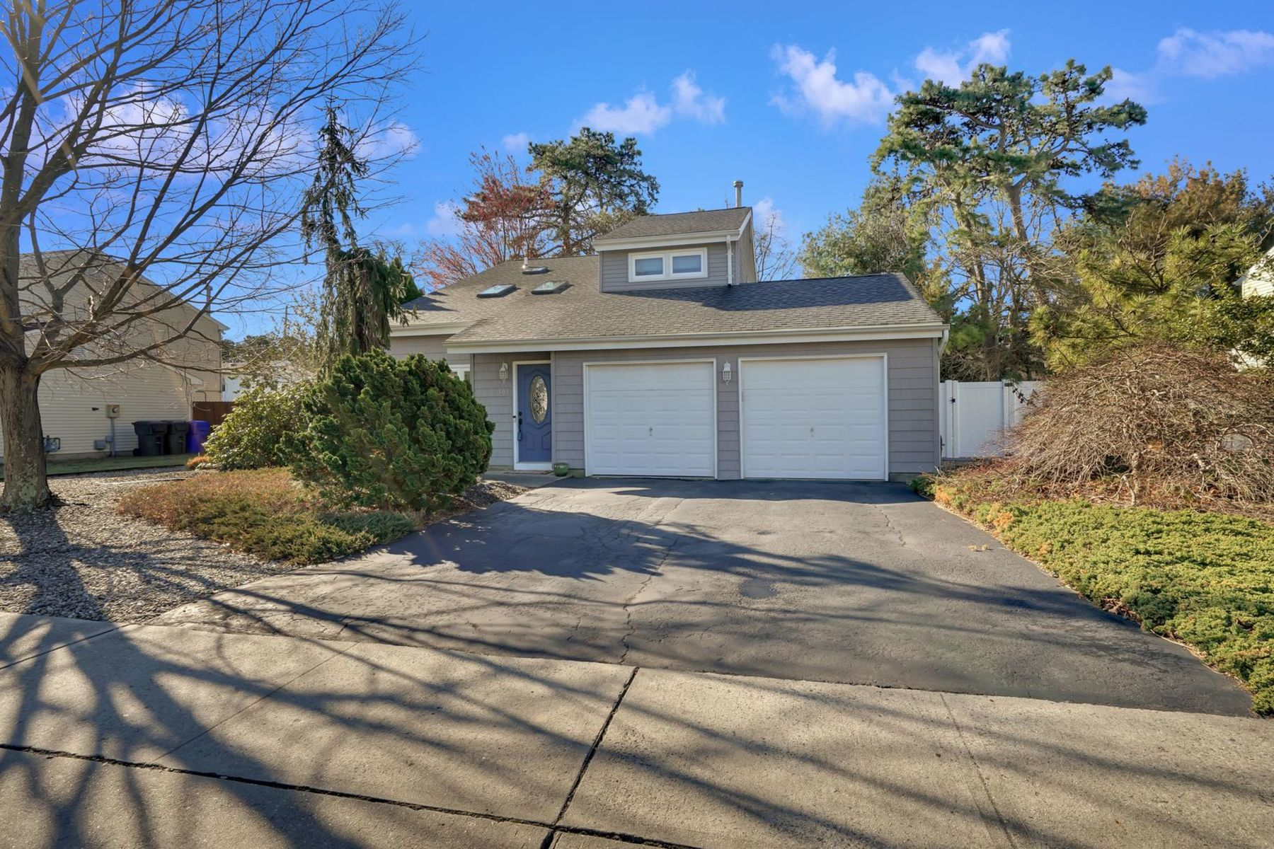 Single Family Homes for Sale at Impressive Home With Open Floor Plan 503 Dorothy Place Brick, New Jersey 08723 United States