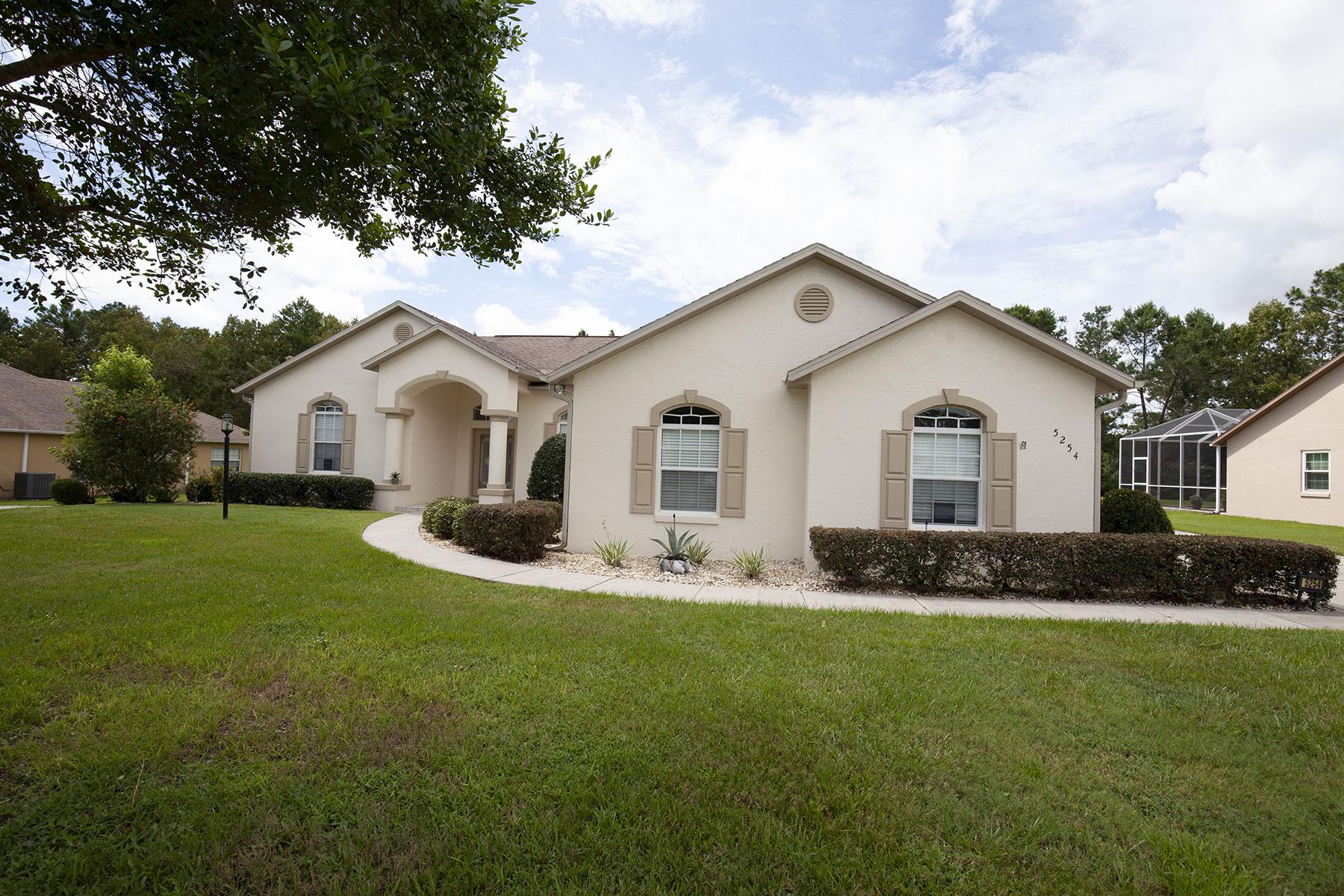 Enfamiljshus för Försäljning vid ORLANDO-OCALA 5254 SW 111th Lane Rd Ocala, Florida 34476 Usa
