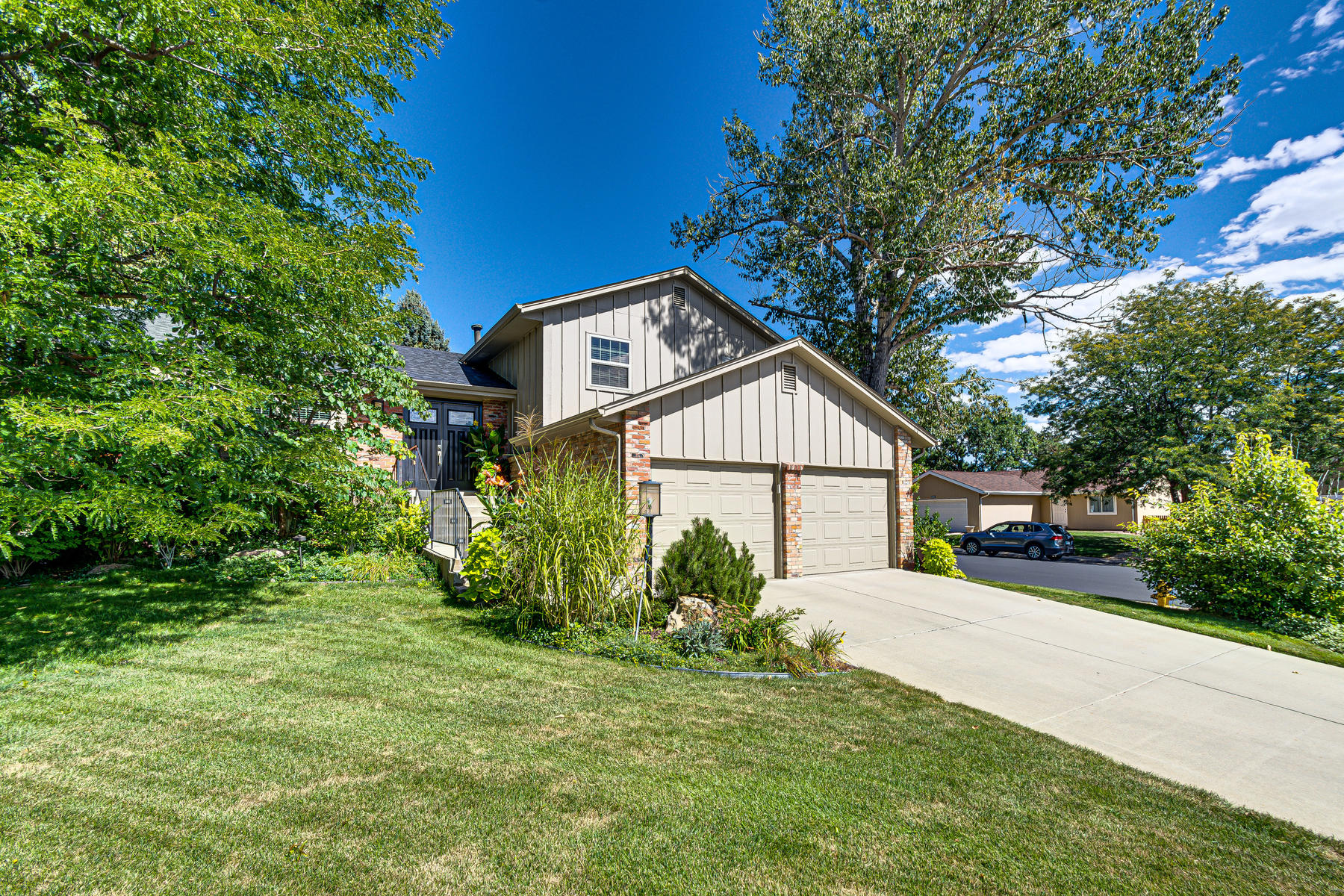 Single Family Homes for Active at Contemporary Styling Throughout 6063 S Kingston Circle Englewood, Colorado 80111 United States
