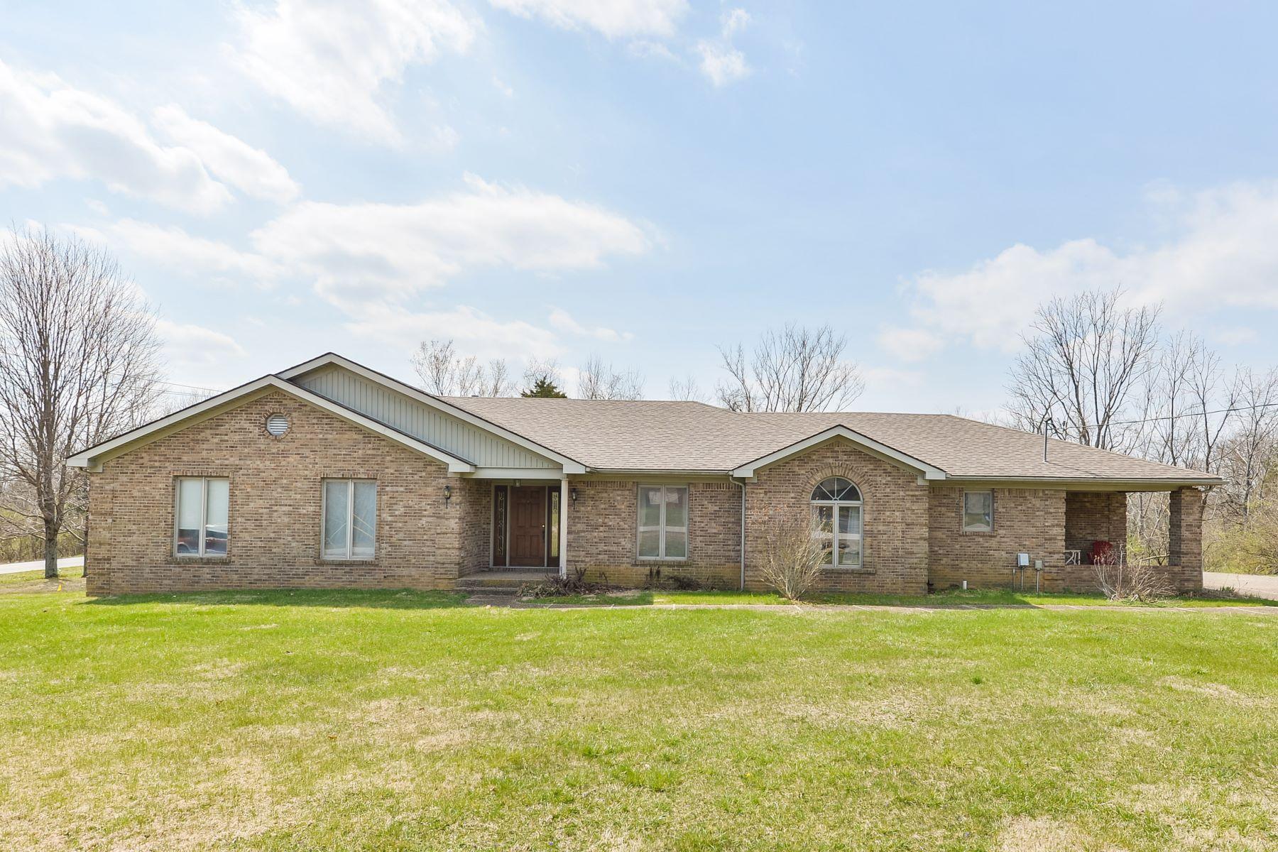 Maison unifamiliale pour l Vente à 3512 Pin Oak Drive Lagrange, Kentucky, 40031 États-Unis