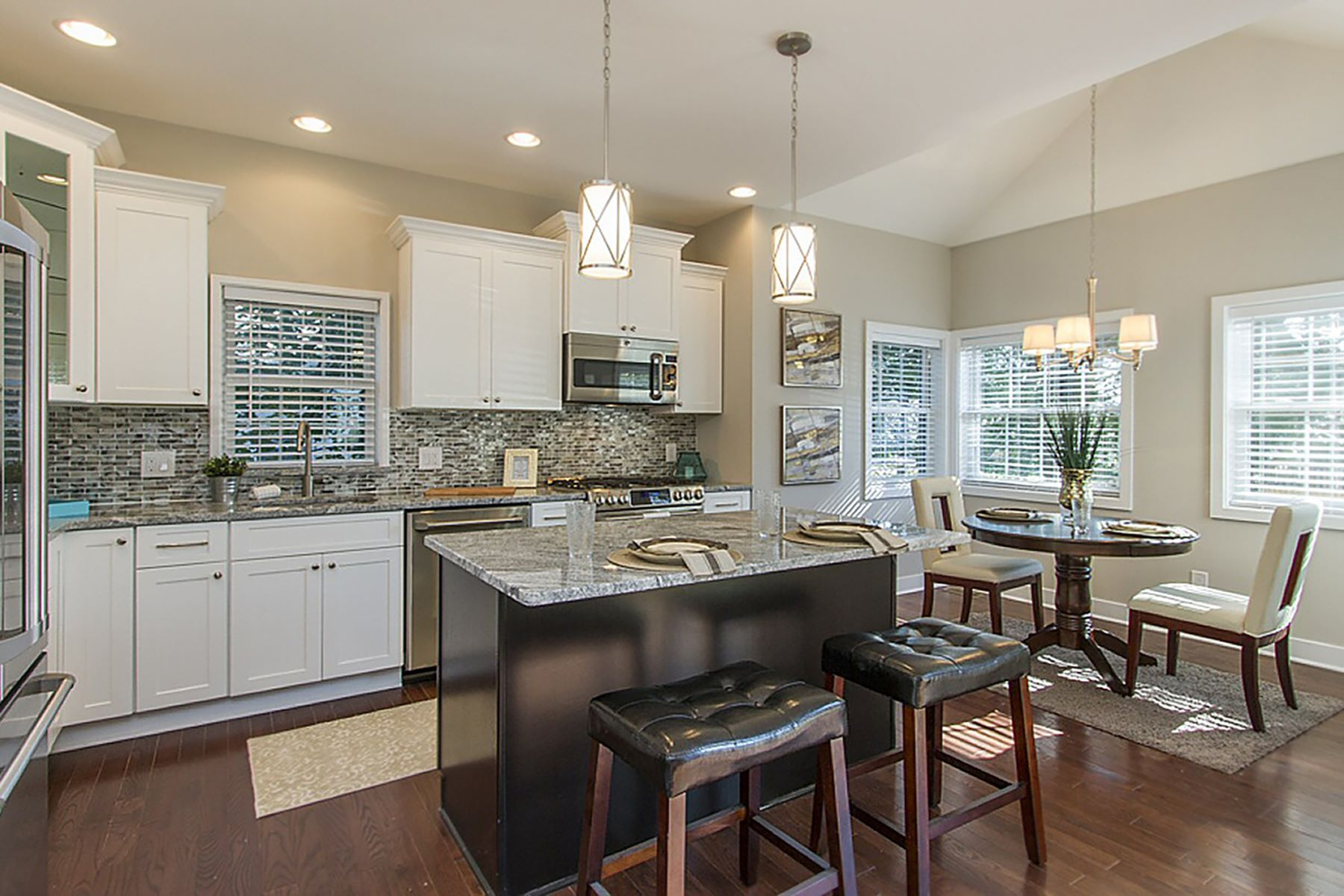 Additional photo for property listing at It's Time for the Finer Things in Life 20 Riverwalk Plainsboro, New Jersey 08536 Vereinigte Staaten