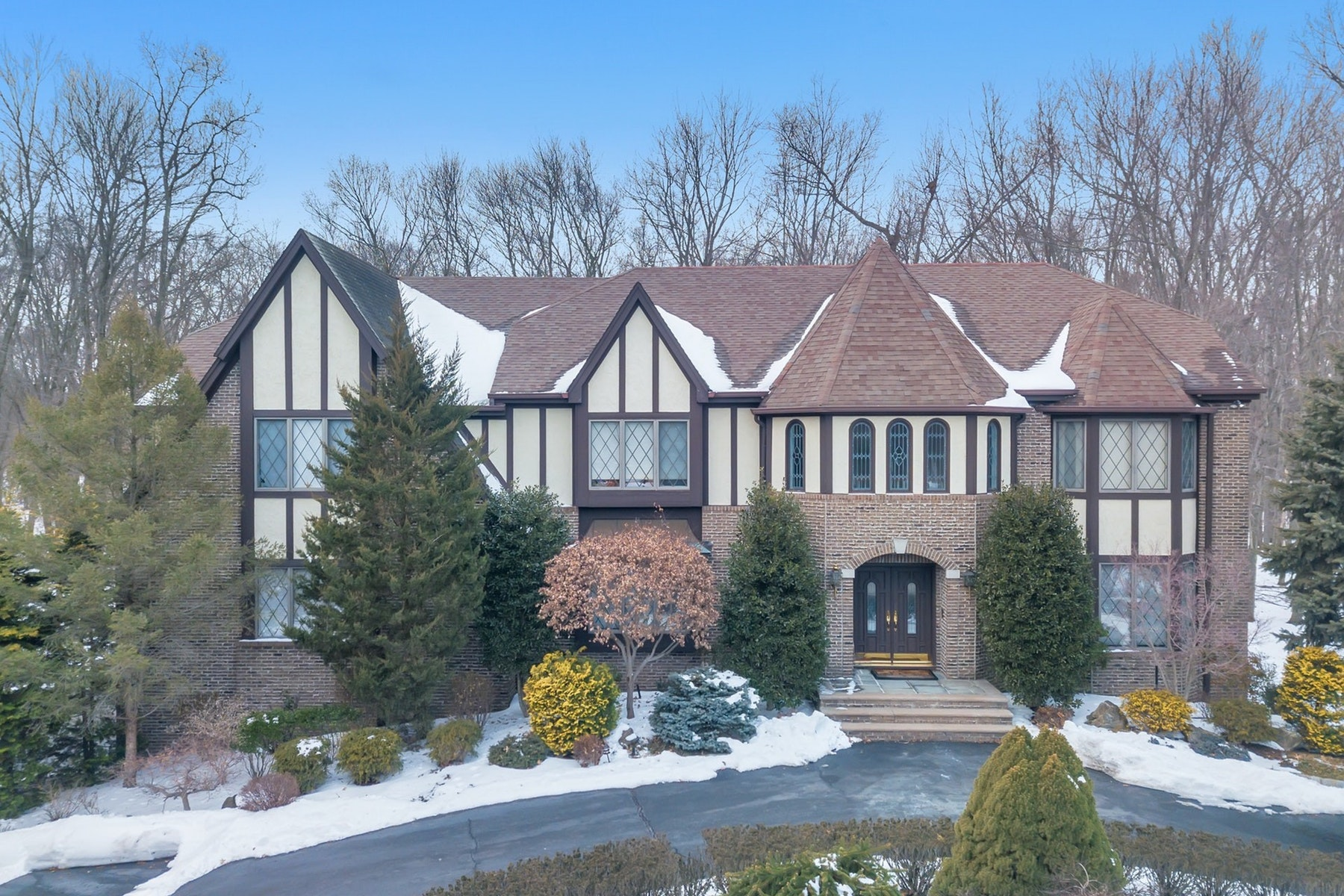 واحد منزل الأسرة للـ Sale في Tudor Style Colonial 771 Barnstable Lane, Franklin Lakes, New Jersey, 07417 United States