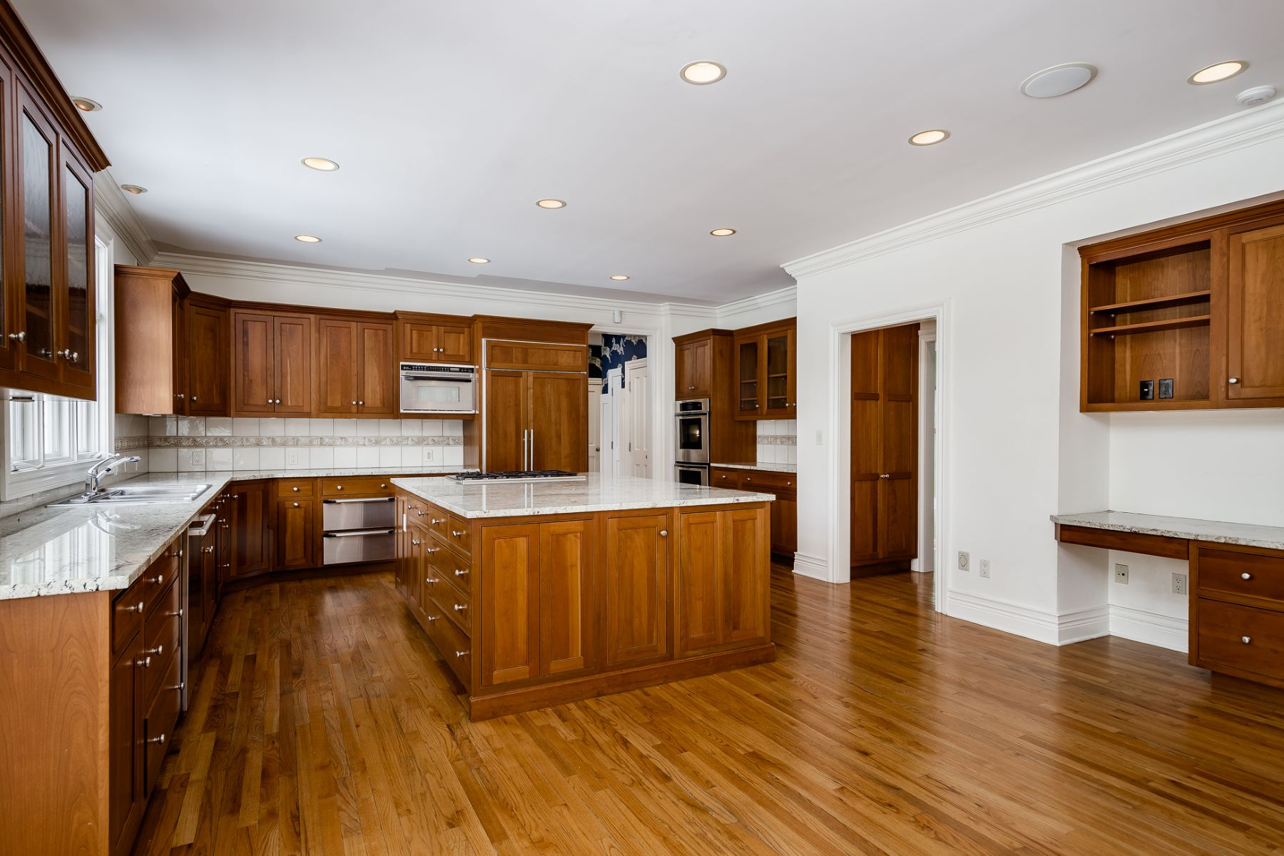 Additional photo for property listing at Timeless style & Luxury In Upscale Mt. Rose 18 Stout Road, Princeton, New Jersey 08540 United States