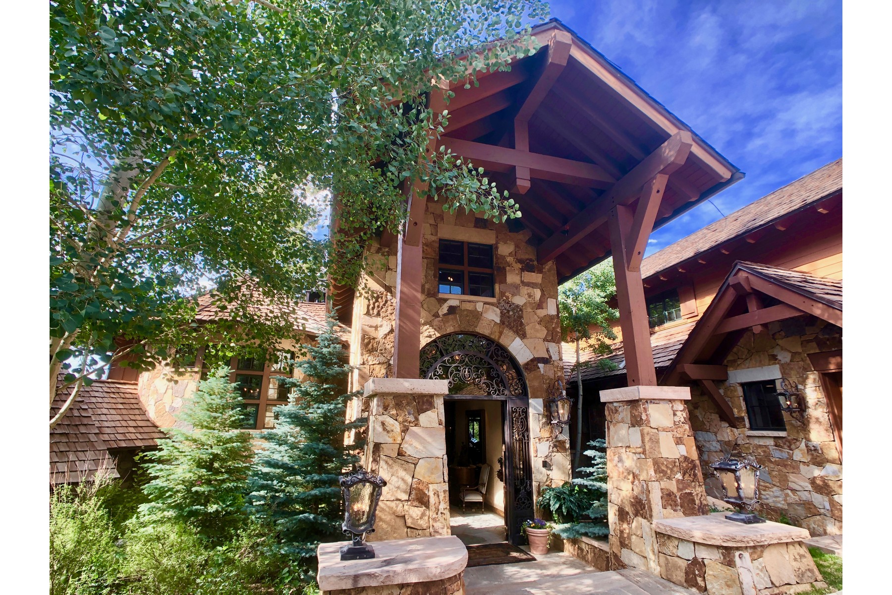 Additional photo for property listing at A rare and exquisite home with elegant finishes and marvelous stonework 116 Settlers Loop Edwards, Colorado 81632 United States