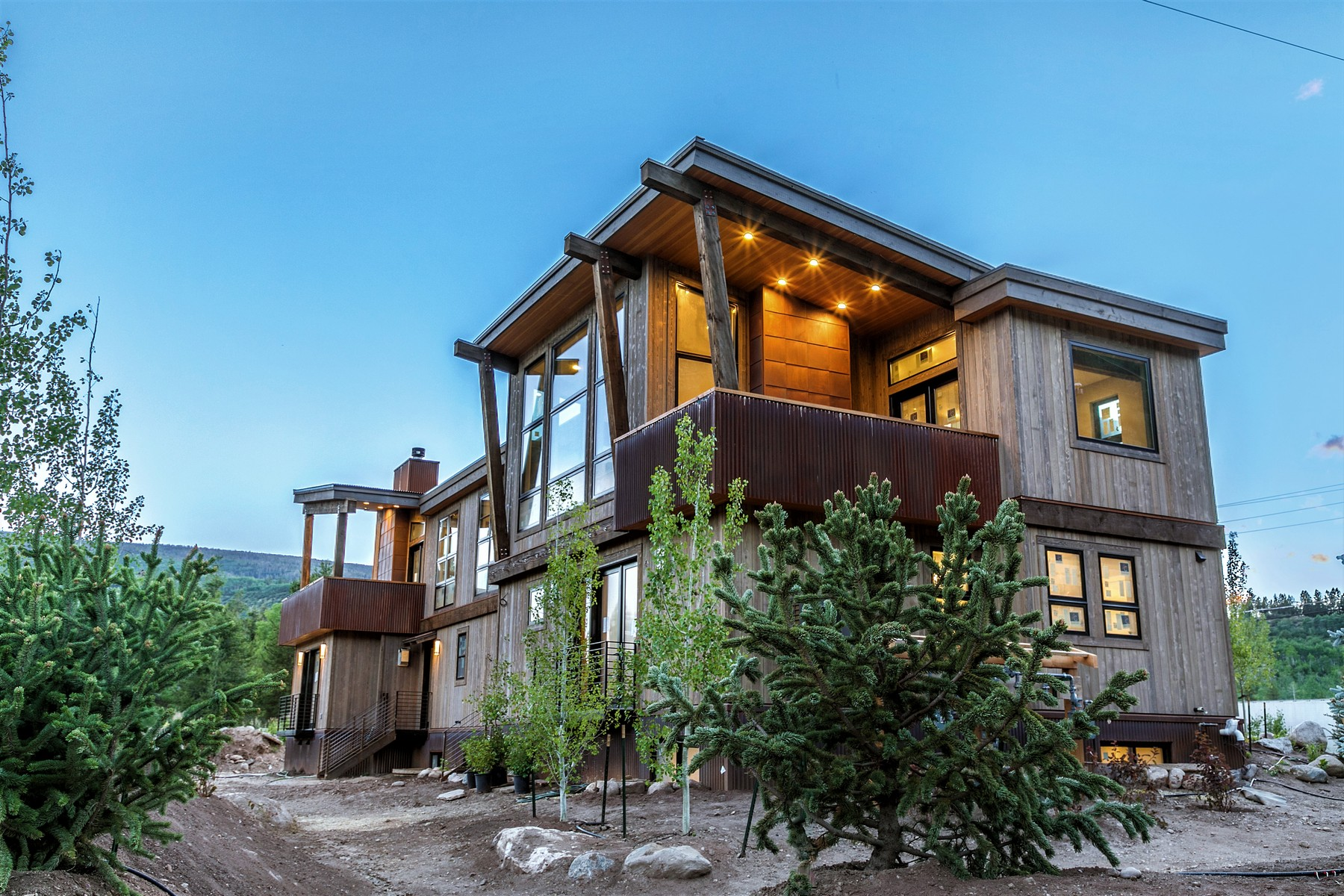 Property for Active at Striking architectural elements and superior construction quality 1014 Two Elk Lane Minturn, Colorado 81645 United States