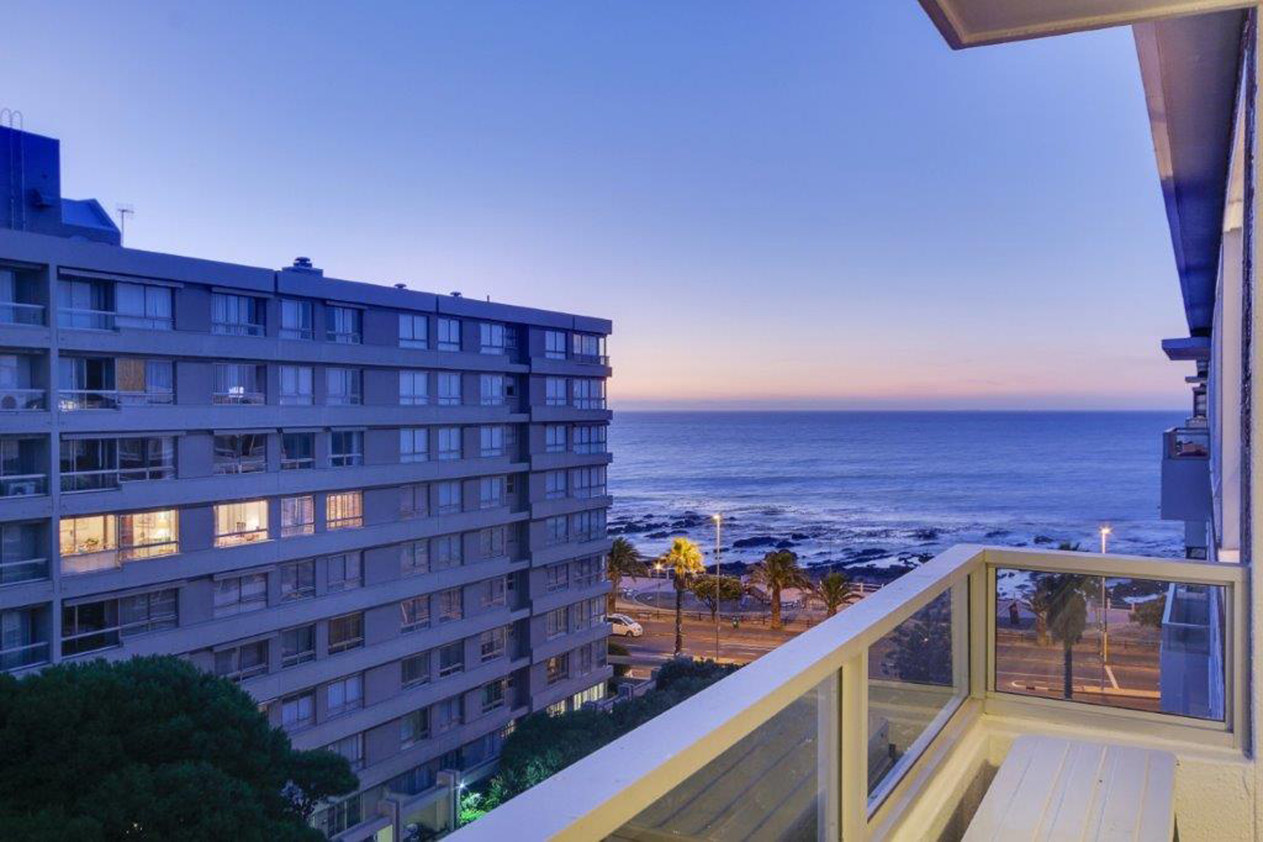 Квартира для того Продажа на Sea Point Cape Town, Западно-Капская Провинция, 8005 Южная Африка