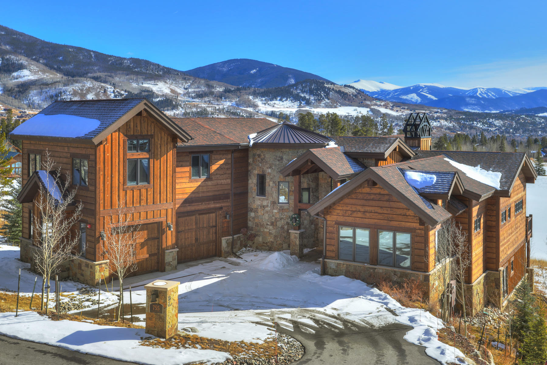 Single Family Homes for Sale at Beautiful Luxury Home in Raven at Three Peaks 755 Golden Eagle Road Silverthorne, Colorado 80498 United States