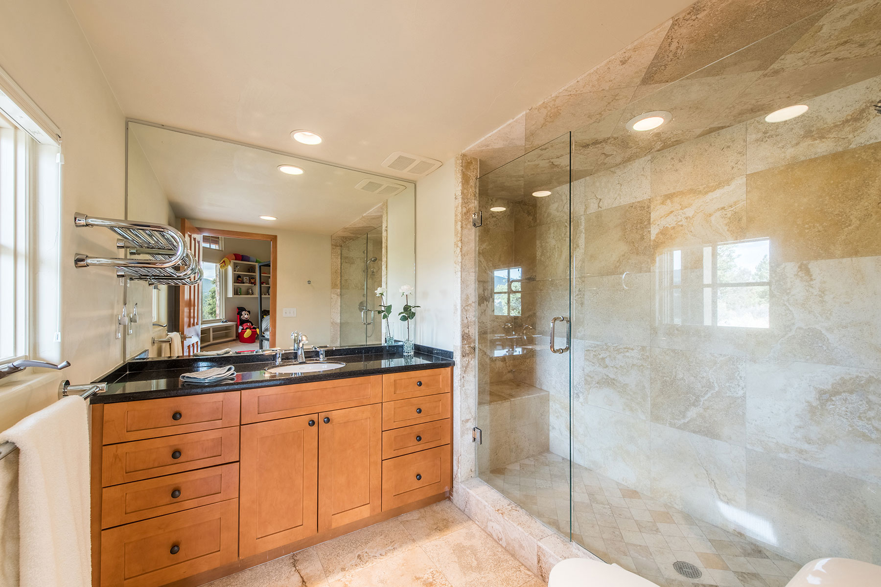 Additional photo for property listing at Modern & Bright! 414 Humphrey Drive Evergreen, Colorado 80439 United States