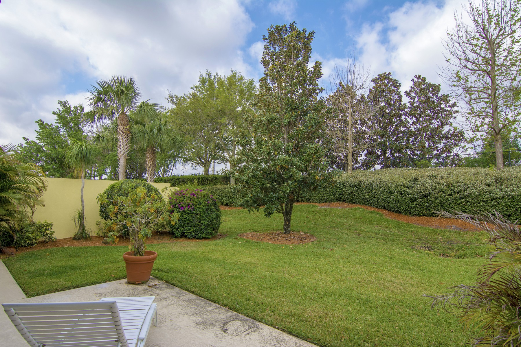 Additional photo for property listing at Exceptional Lakefront Home 5445 Barbados Square Vero Beach, Florida 32967 United States