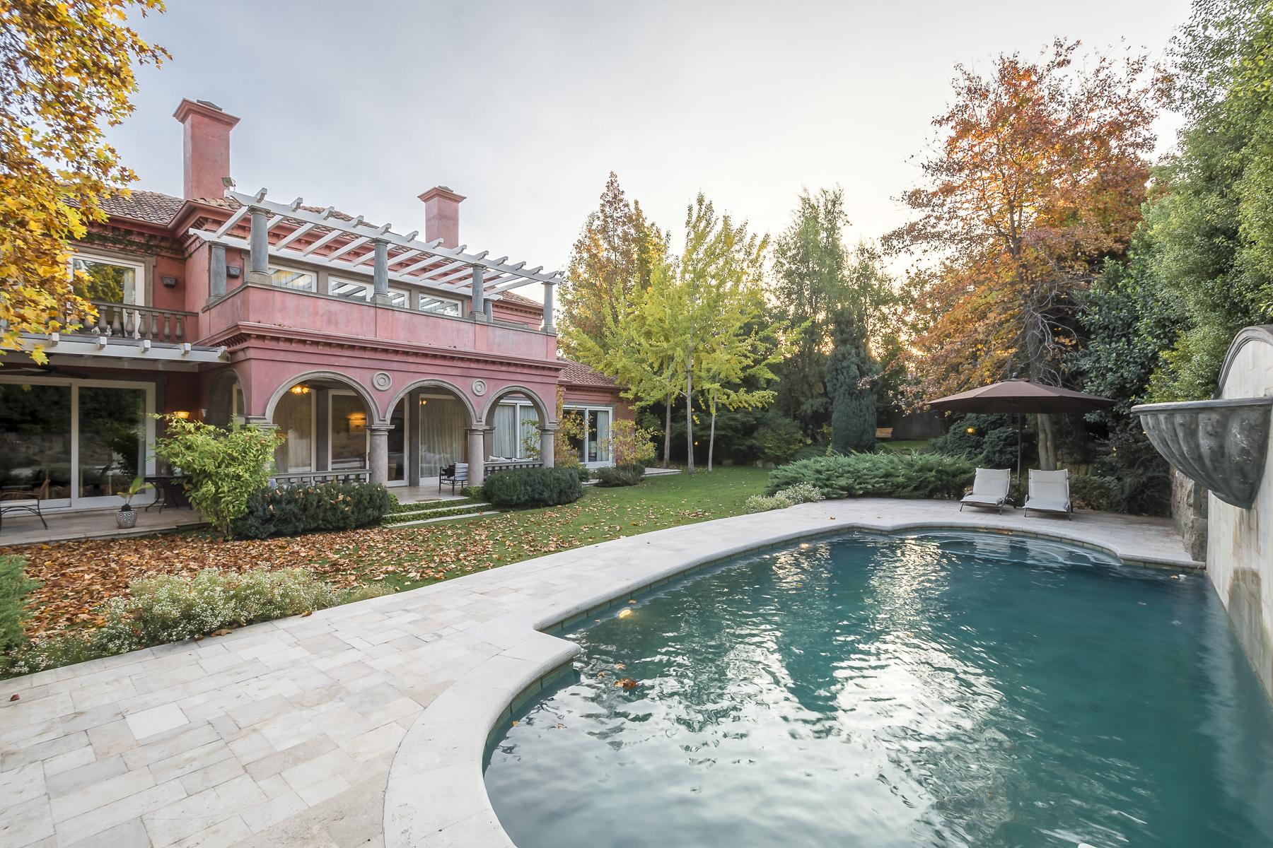 Maison unifamiliale pour l Vente à Spectacular house inspired by an Italian villa Lo Barnechea, Santiago, Region Metropolitana De Santiago Chili