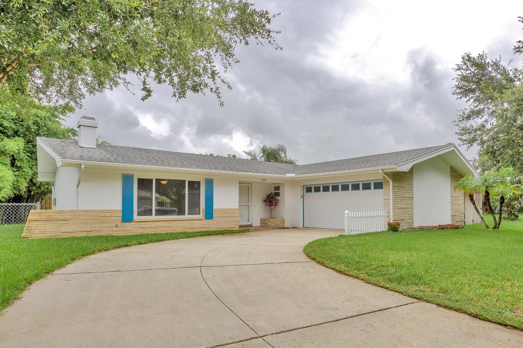 Single Family Homes für Verkauf beim 1320 Dickenson Dr, Clearwater, Florida 33764 Vereinigte Staaten