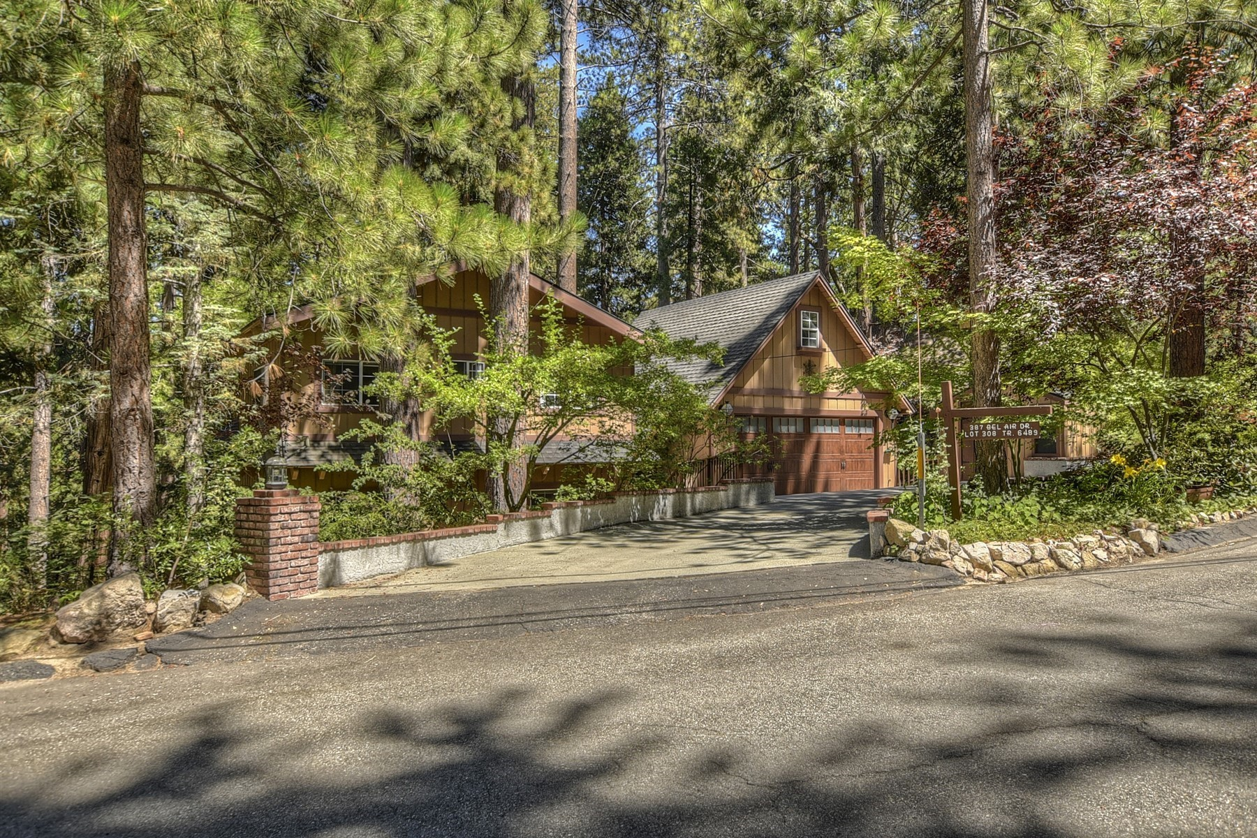 Single Family Homes for Sale at Lake Arrowhead 387 Bel Air Drive Lake Arrowhead, California 92352 United States