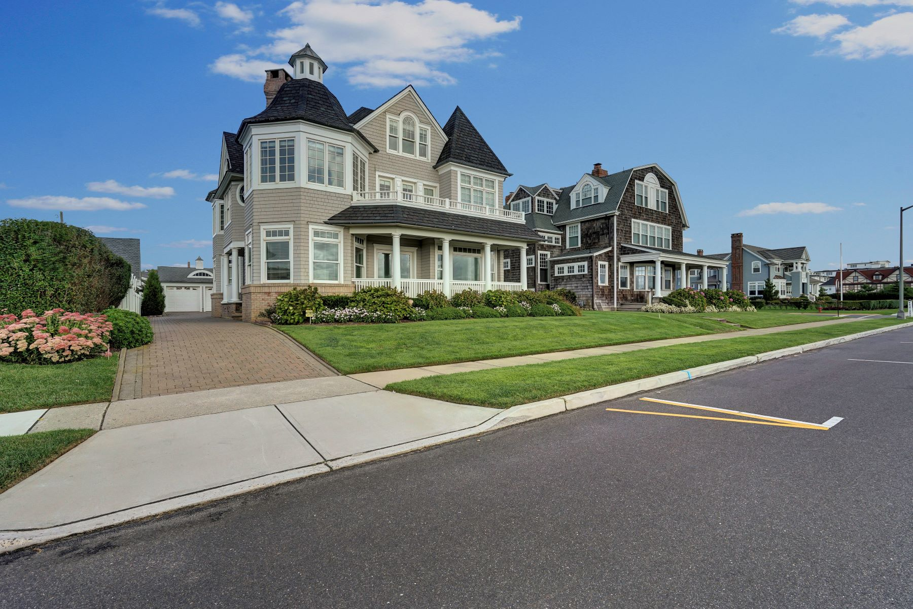 Single Family Homes vì Bán tại Luxurious Oceanfront Living 1309 Ocean Avenue, Spring Lake, New Jersey 07762 Hoa Kỳ