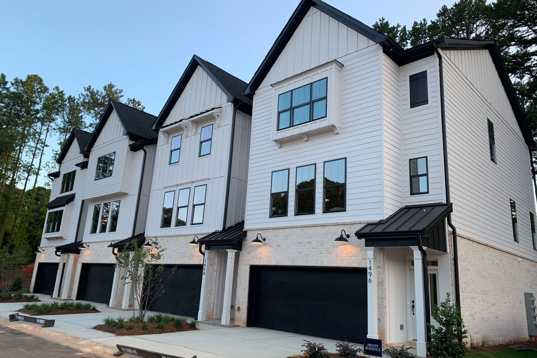 townhouses のために 売買 アット Beautiful New Townhome Located in Desirable Decatur 2729 Lawrenceville Highway No. 31, Decatur, ジョージア 30033 アメリカ
