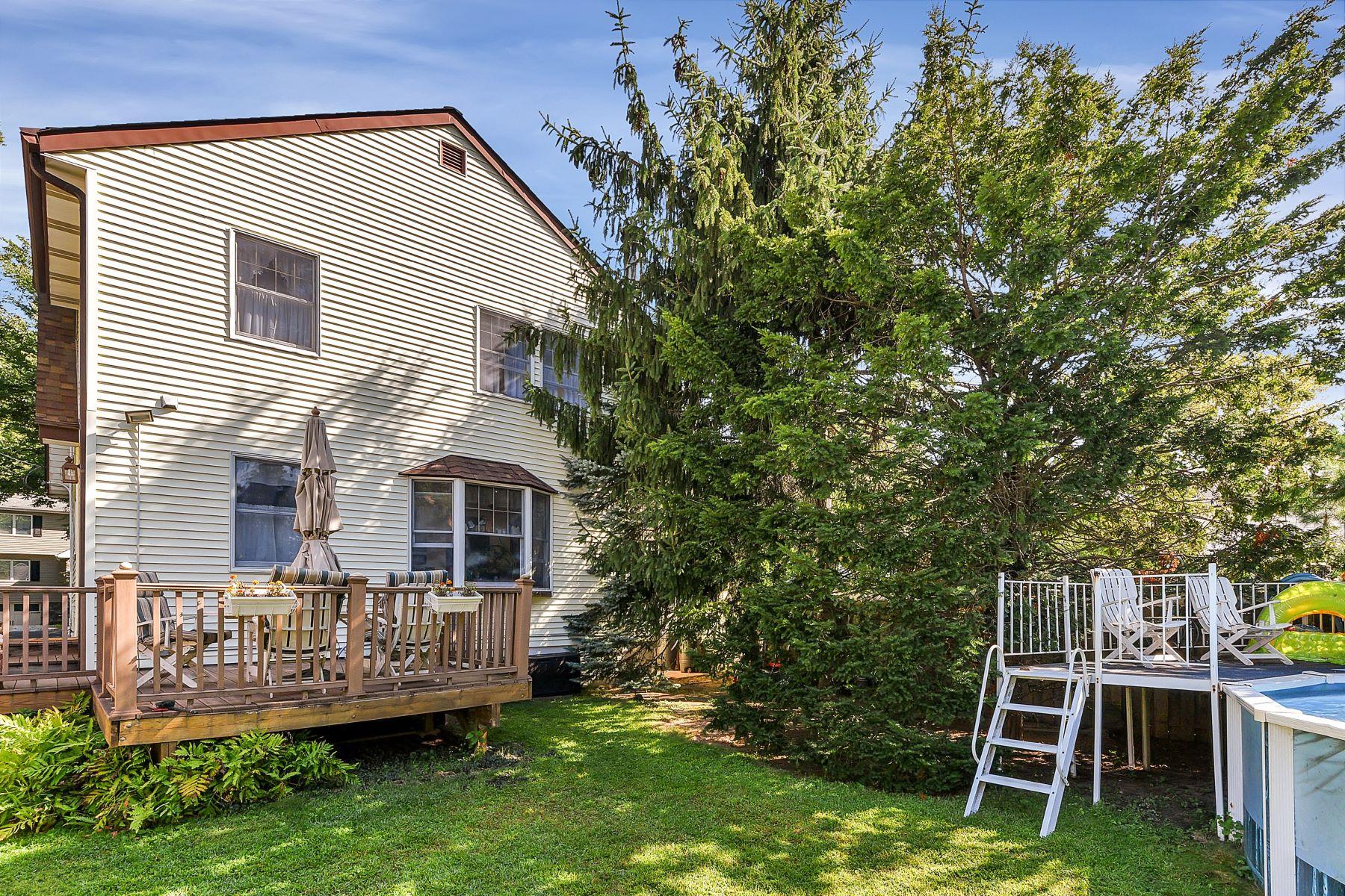 Additional photo for property listing at Beautiful & Bright Bogota Colonial! 66 McDougall Lane Bogota, Нью-Джерси 07603 Соединенные Штаты
