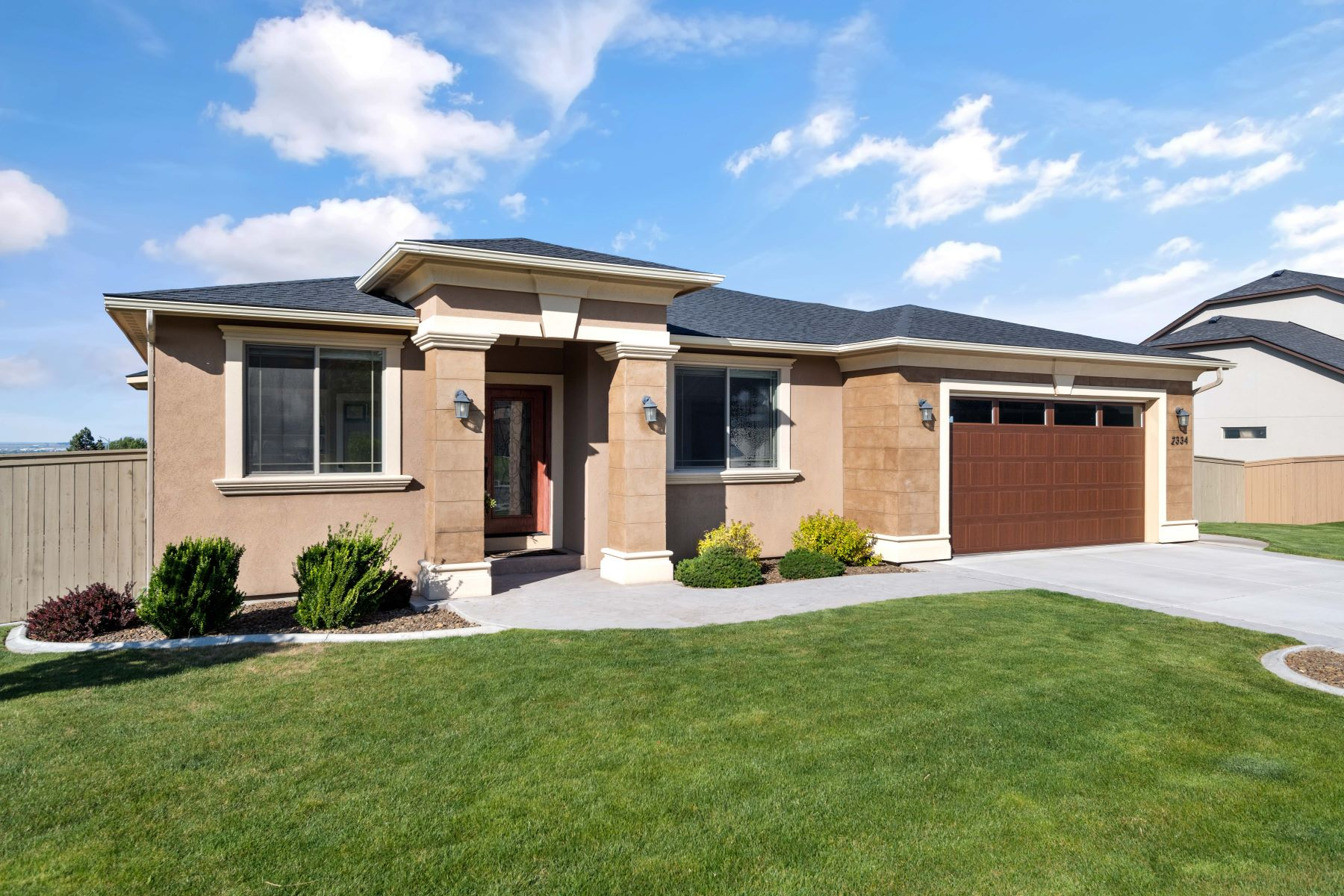 Single Family Homes for Sale at panoramic views,workshop/storage room area 2334 W 49th Avenue, Kennewick, Washington 99337 United States