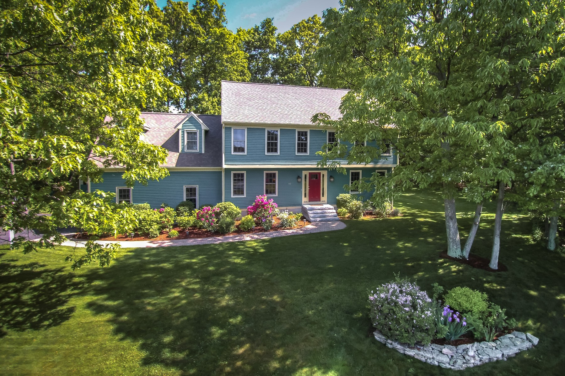 Vivienda unifamiliar por un Venta en Stylish Garrison Colonial - Wayside Estates 10 Longfellow Road Westborough, Massachusetts, 01581 Estados Unidos
