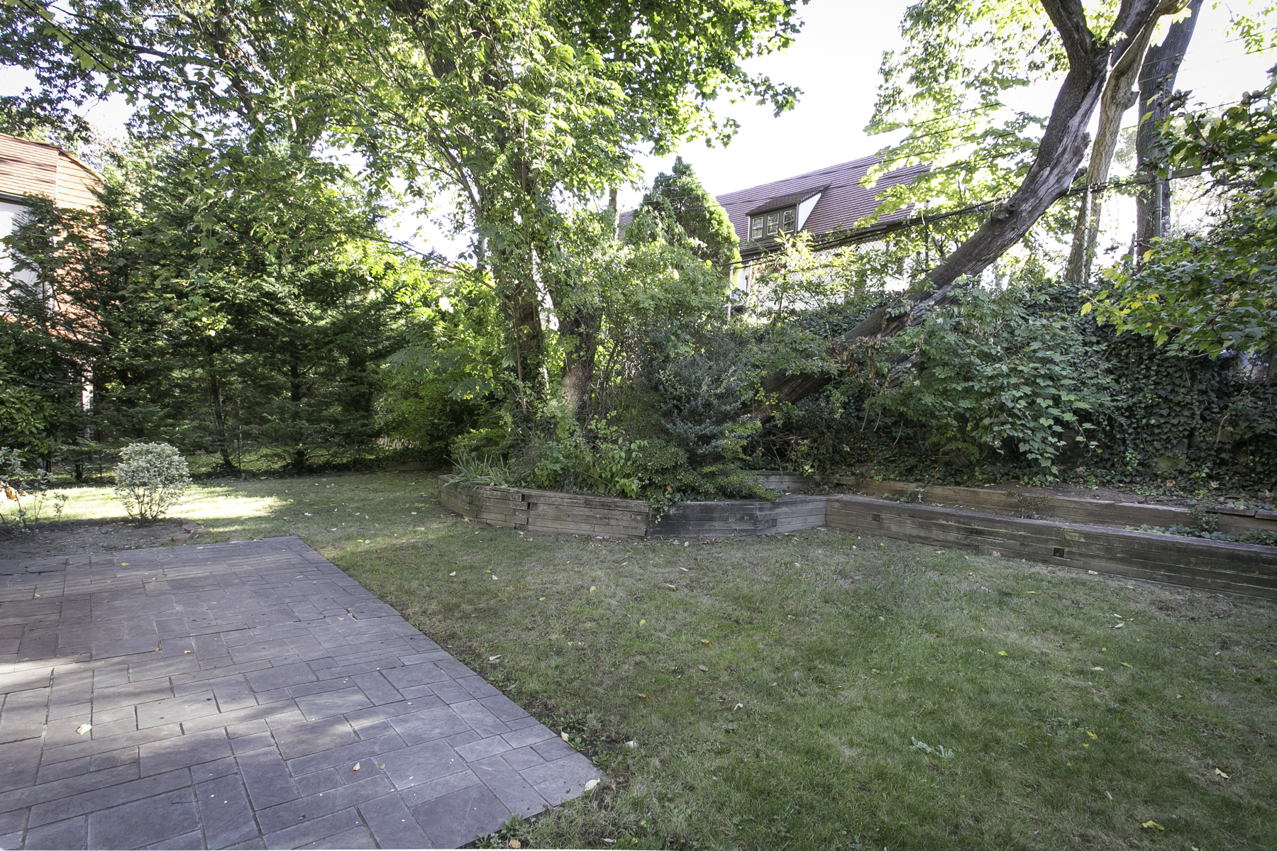 "Additional photo for property listing at ""HILLTOP CONTEMPORARY"" 106-10 Shorthill Road, Forest Hills Gardens Forest Hills, New York 11375 United States"