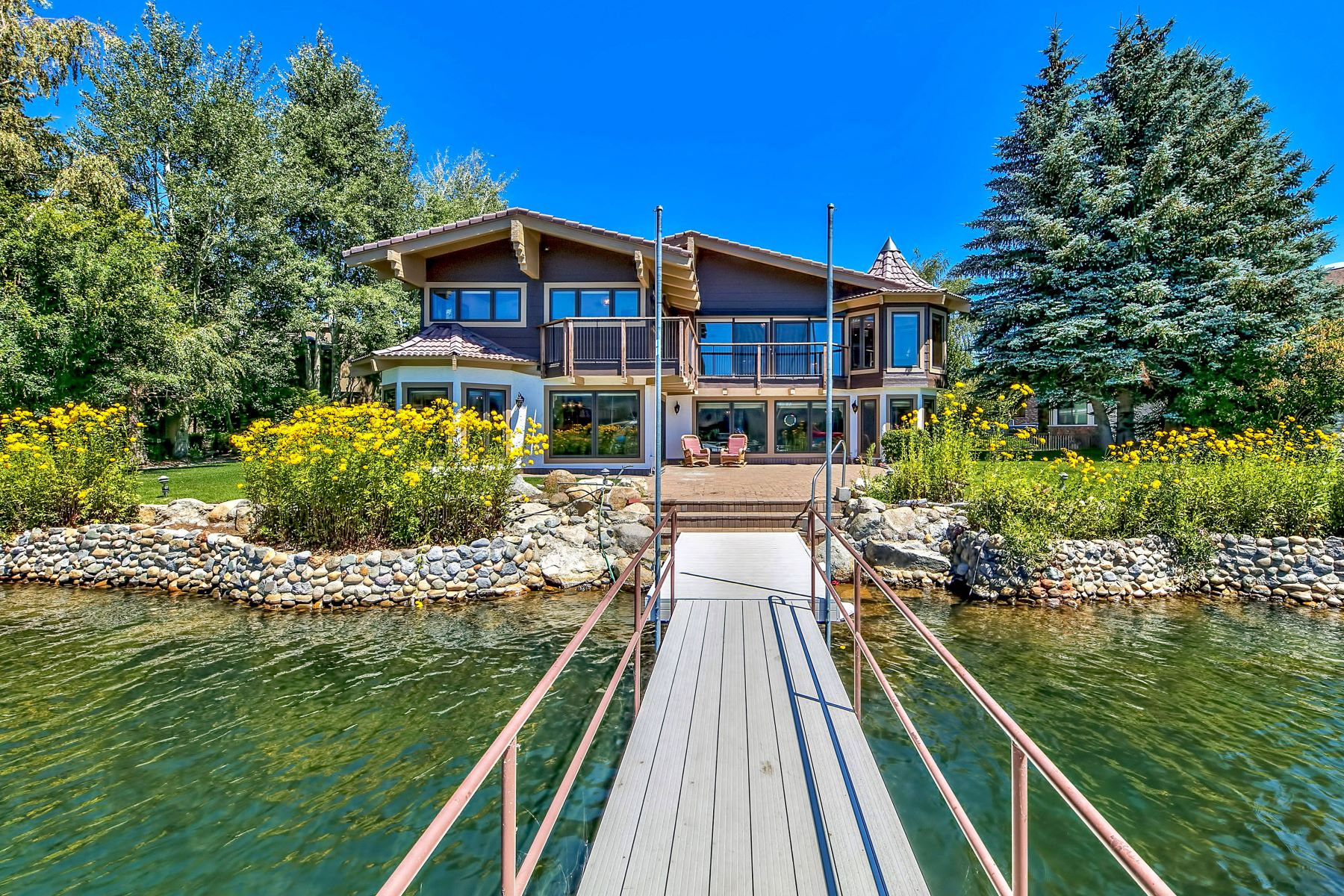 Single Family Homes for Active at 2144 White Sands Drive, South Lake Tahoe, CA 96150 2144 White Sands Drive South Lake Tahoe, California 96150 United States