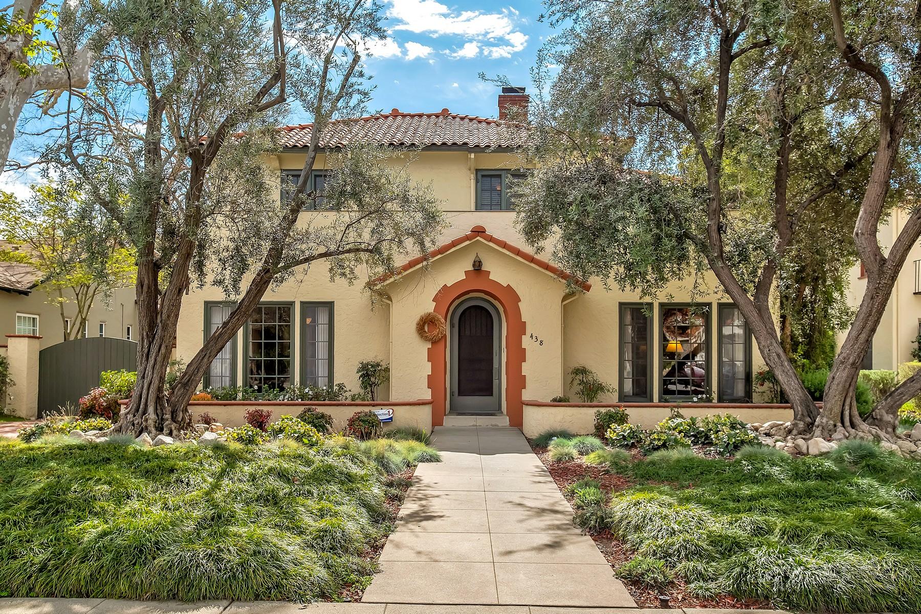 Single Family Homes para Venda às 438 Baughman Avenue, Claremont, CA 91711 Claremont, Califórnia 91711 Estados Unidos