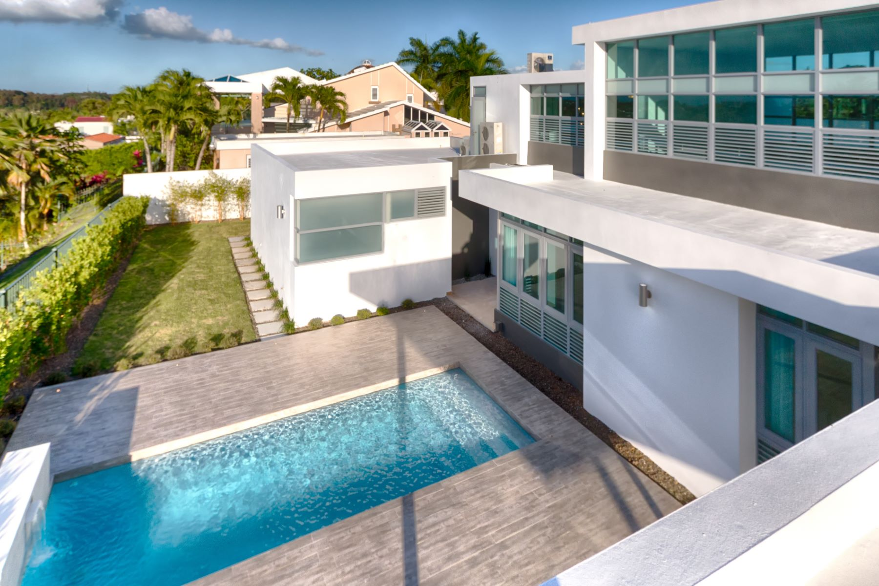 Additional photo for property listing at For Rent Stunning Architectural Estate 168 Calle Tortolla Montehiedra San Juan, Puerto Rico 00926 Porto Rico