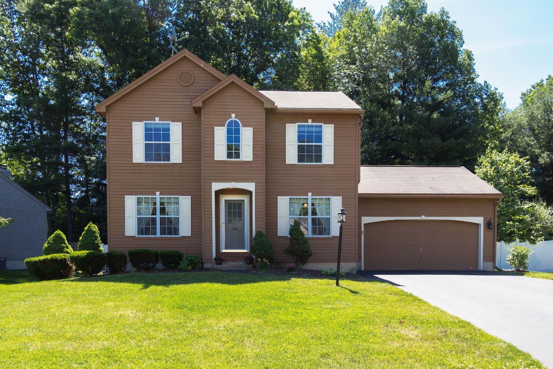Single Family Homes 為 出售 在 Clifton Park Colonial 28 Commons Blvd., Clifton Park, 纽约 12065 美國