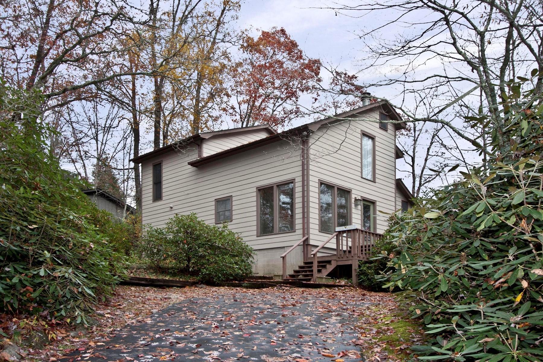 Einfamilienhaus für Verkauf beim 135 Wyanoak Road Highlands, North Carolina, 28741 Vereinigte Staaten